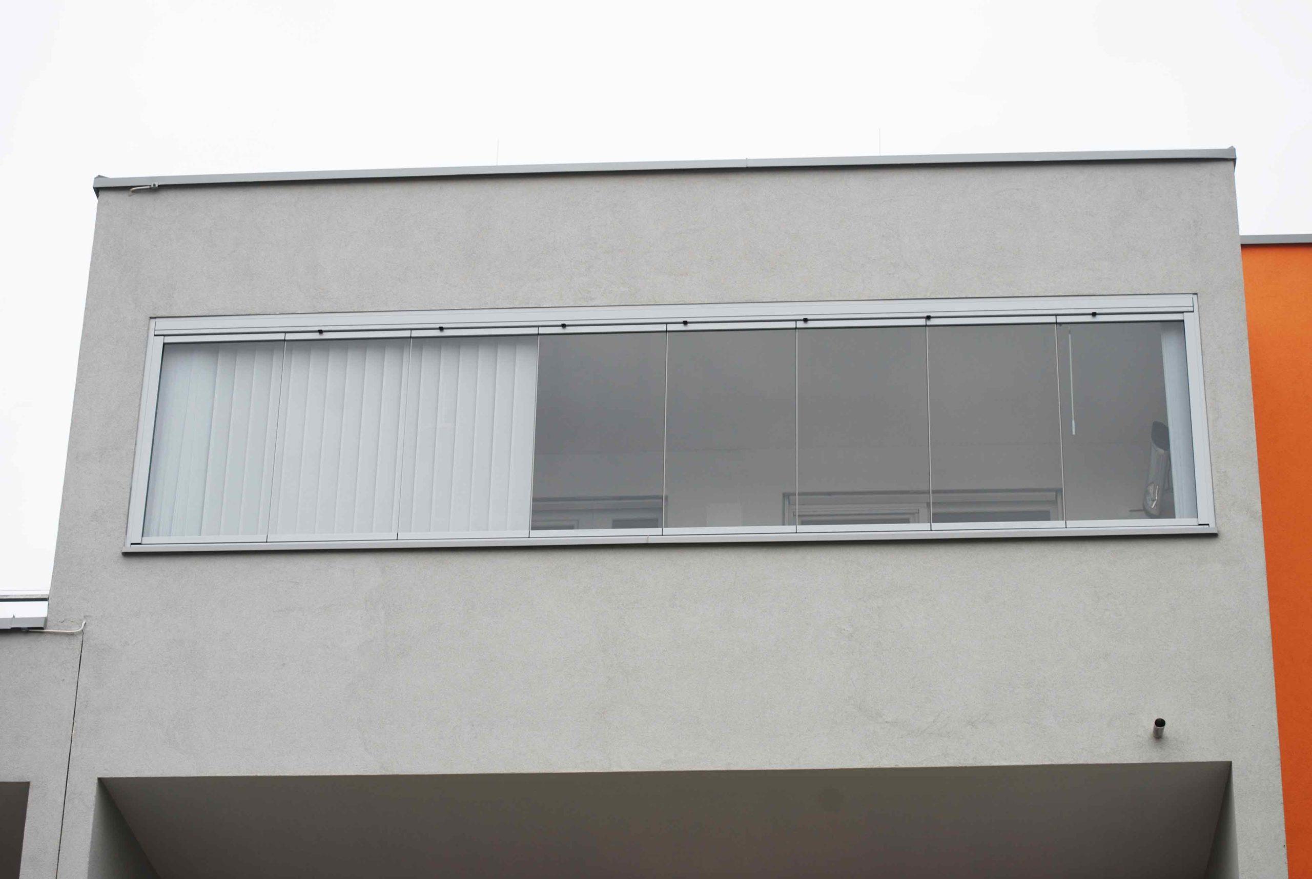 8-teilige Balkonverglasung faltbar