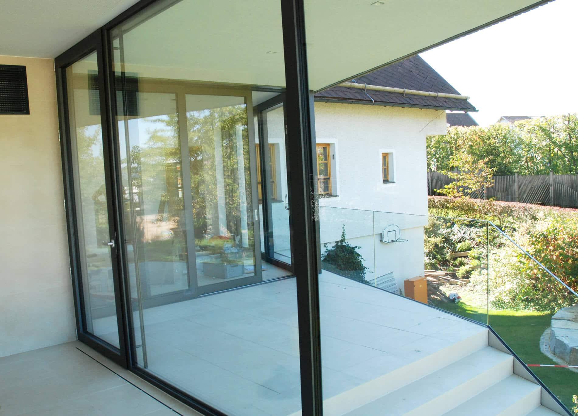 Aluminium-Verglasung Türe und Fixteil