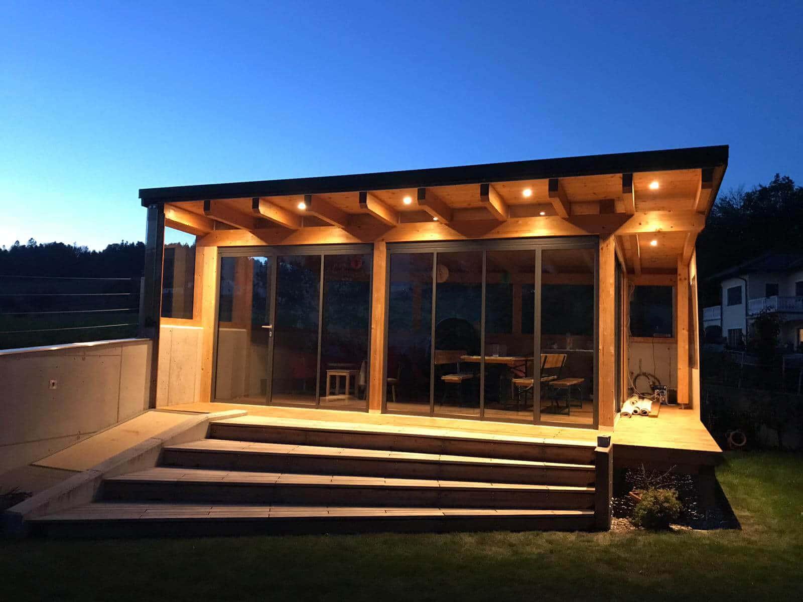 Anbau Gartenhaus mit Glas-Faltwänden