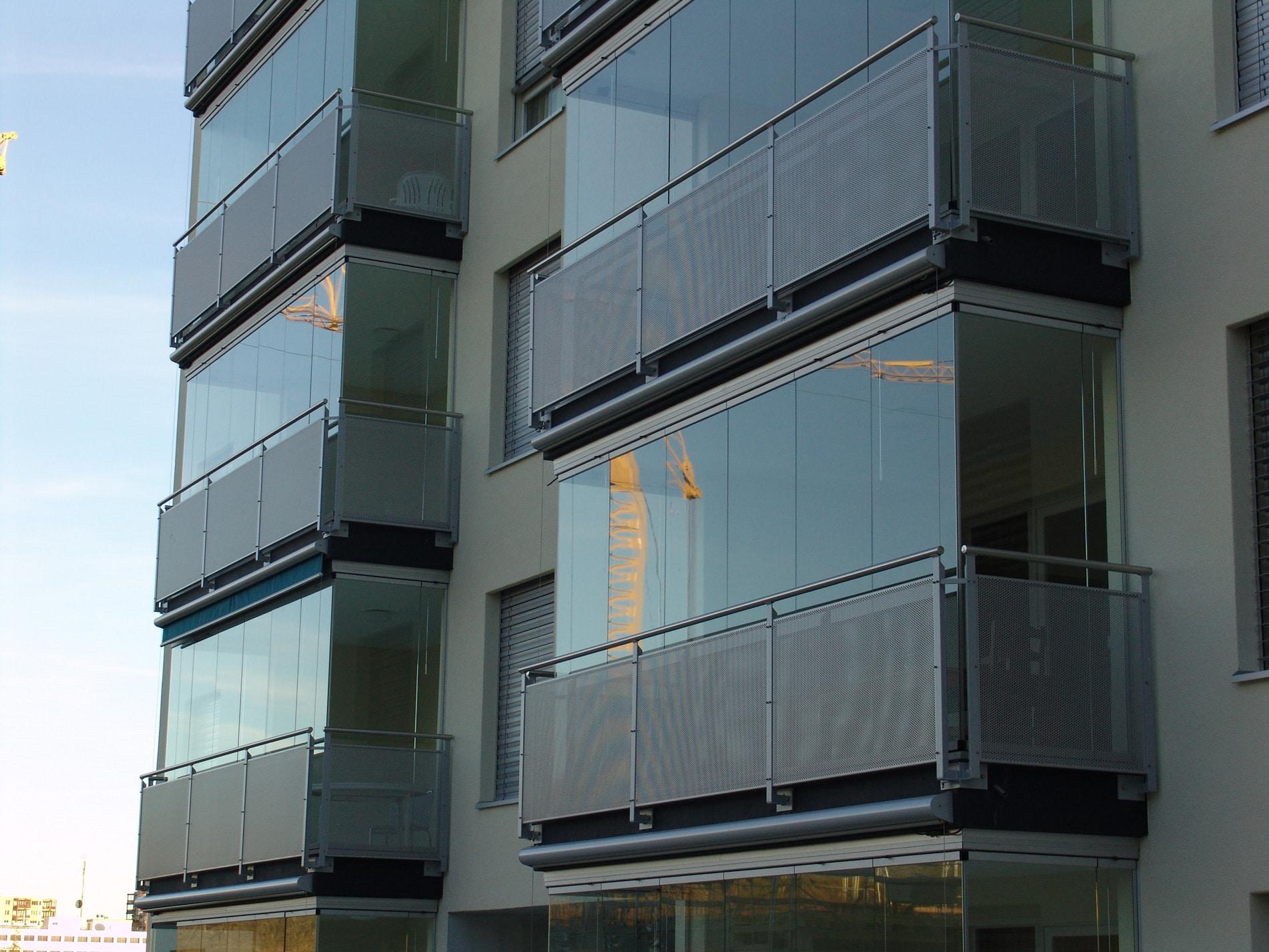Balkon verbauen mit Glas - Baustelle in Linz 4020