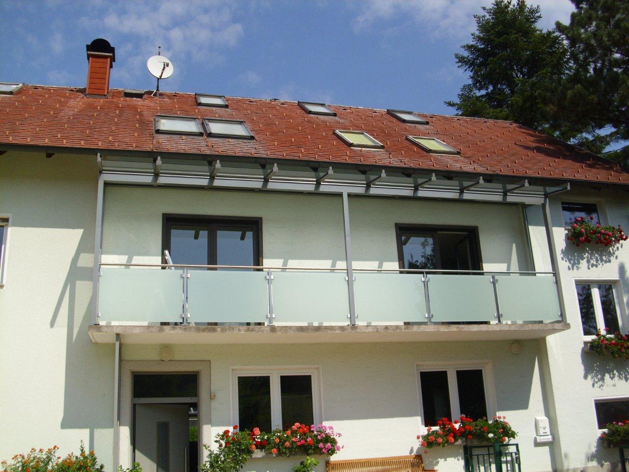 Balkonüberdachung mit Glasdach