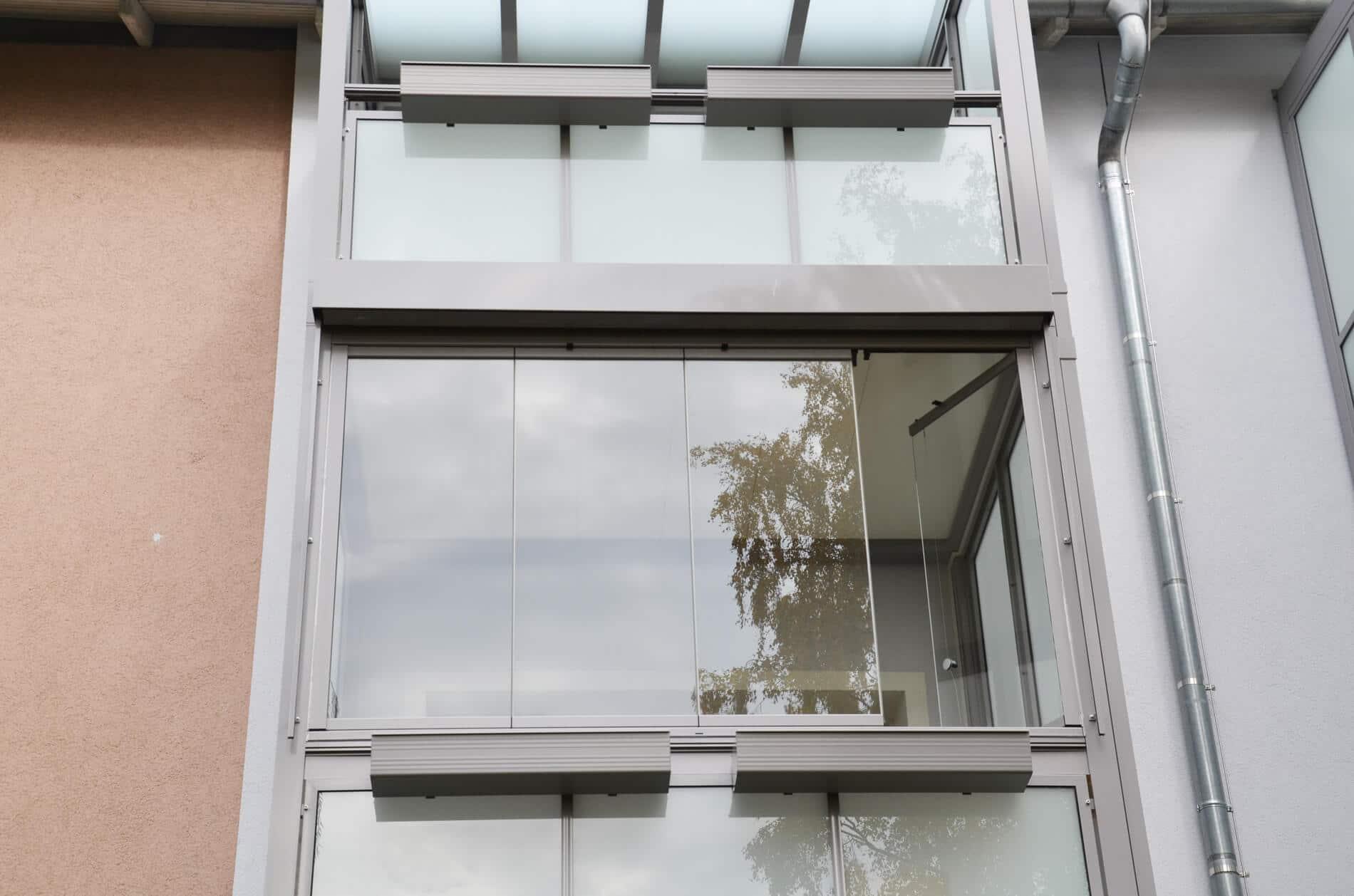 Balkonverbau mit Glas