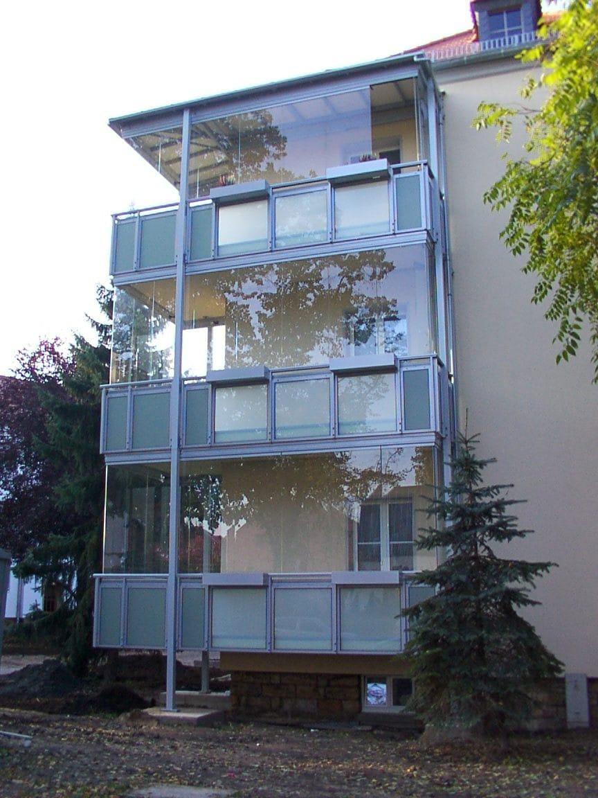 Balkonverbau Wintergarten - transparente Schiebefenster