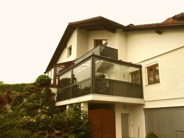 Balkonverglasung mit Dach