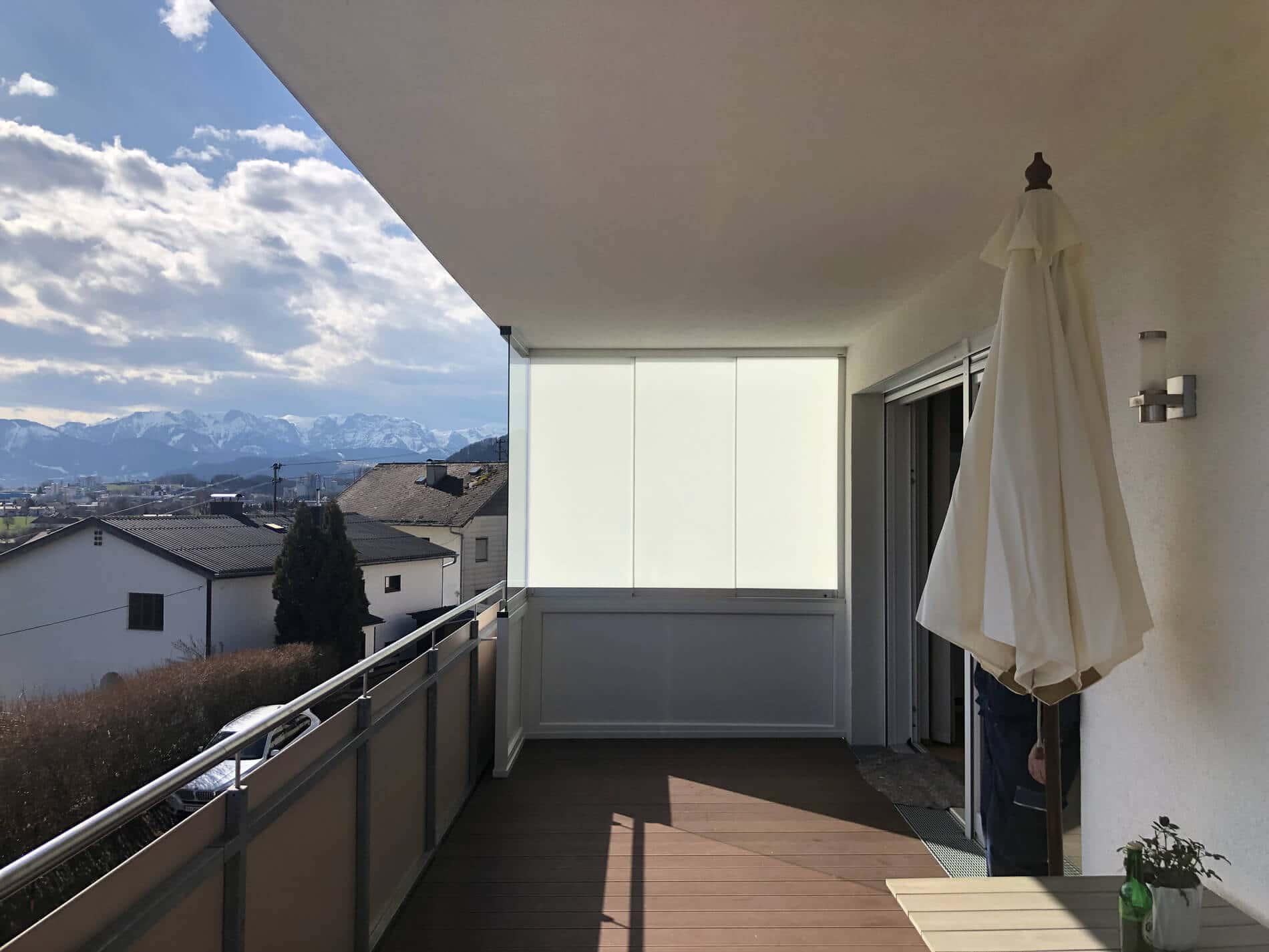 Balkonverglasungen mit Milchglas als Sichtschutz