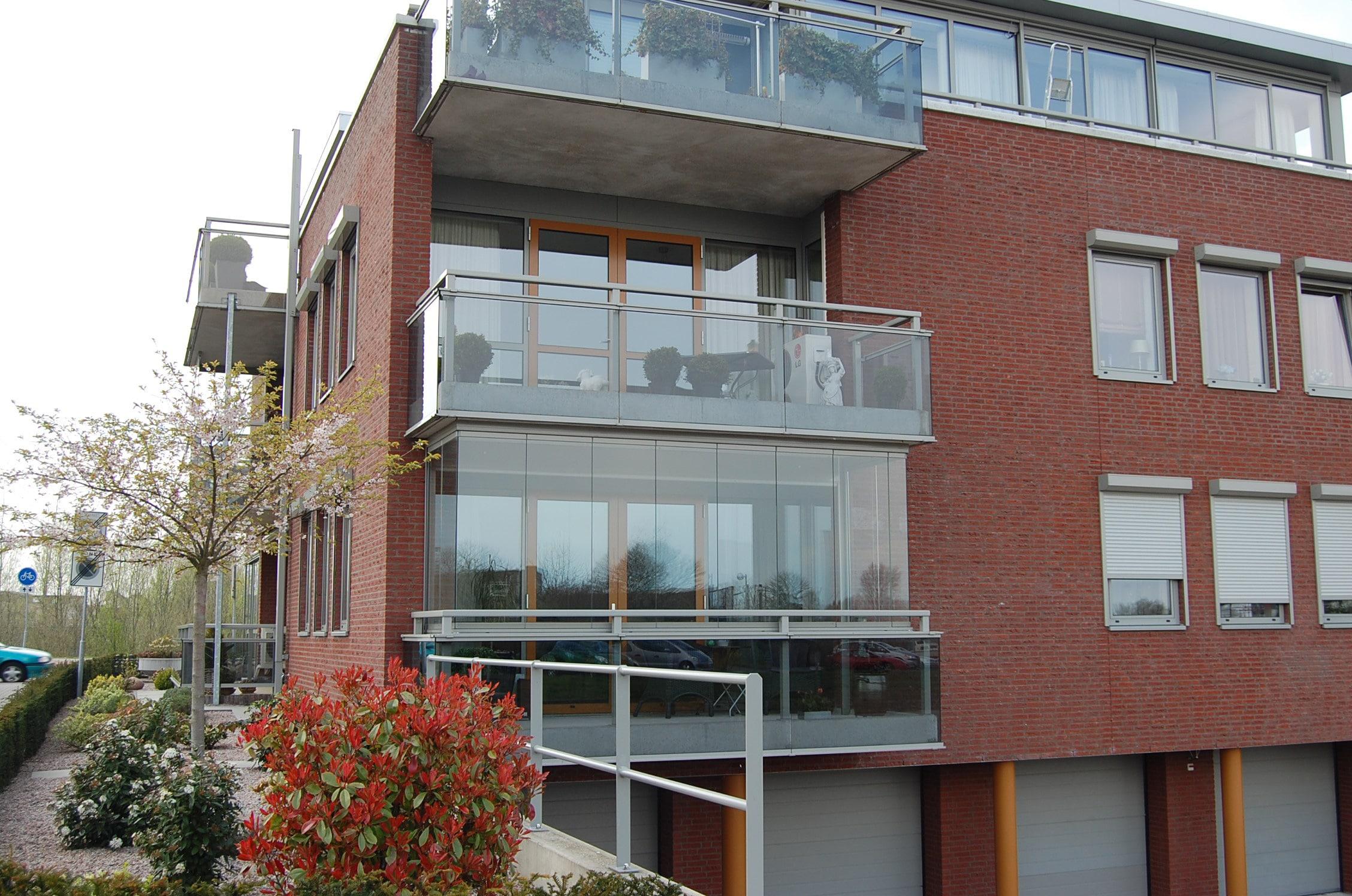 Balkonwintergarten aus Glas zum Öffnen