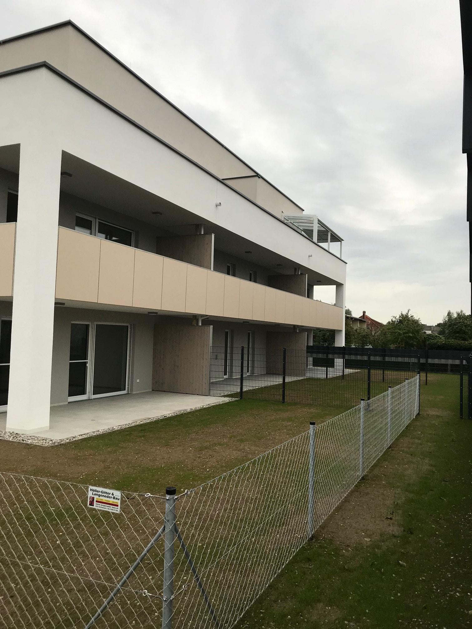 Dachgeschoss Wohnhaus mit einer Schmidinger Überdachung in Alu
