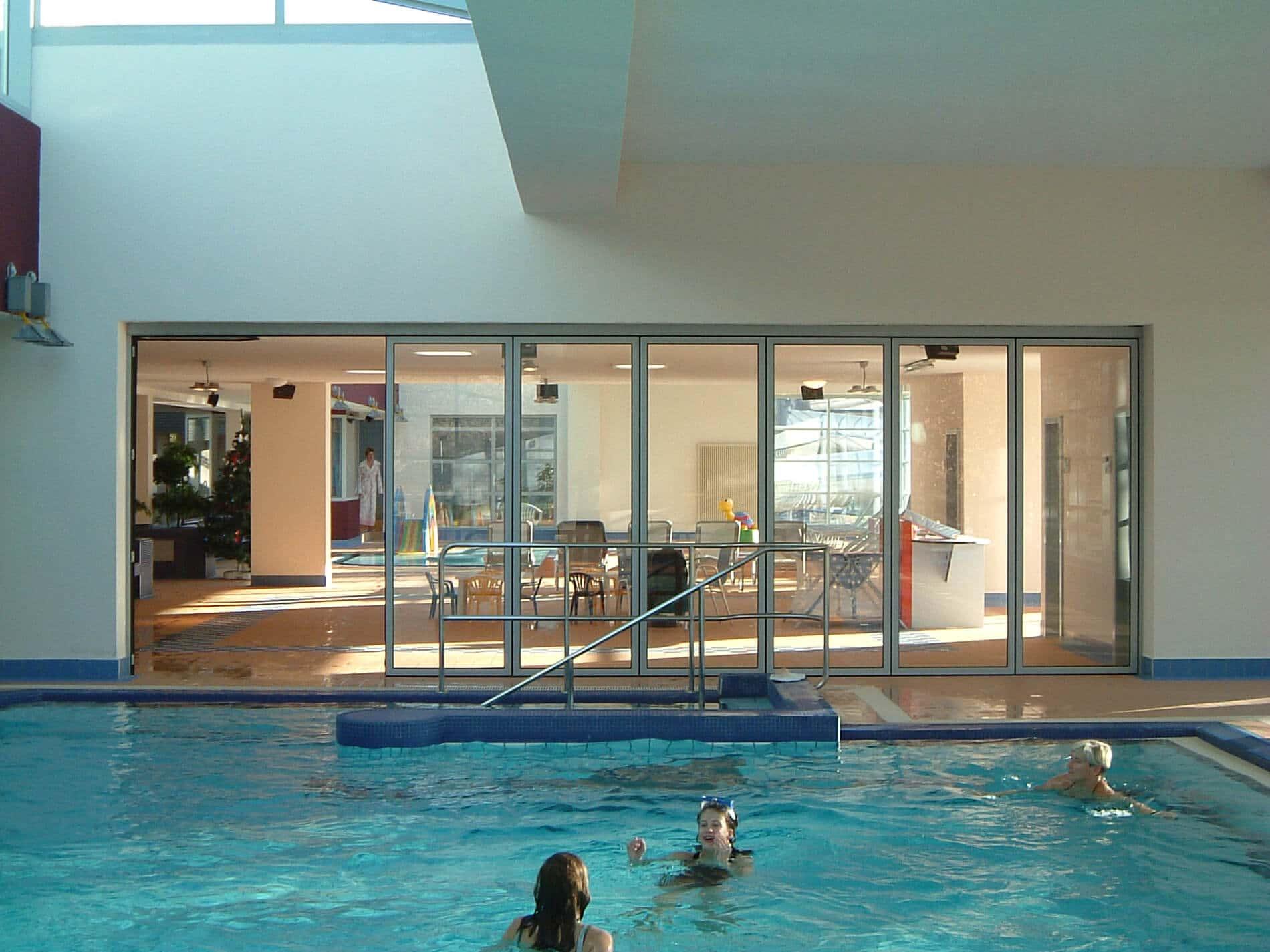 Faltwände Aluminium für Poolhäuser und Schwimmbäder
