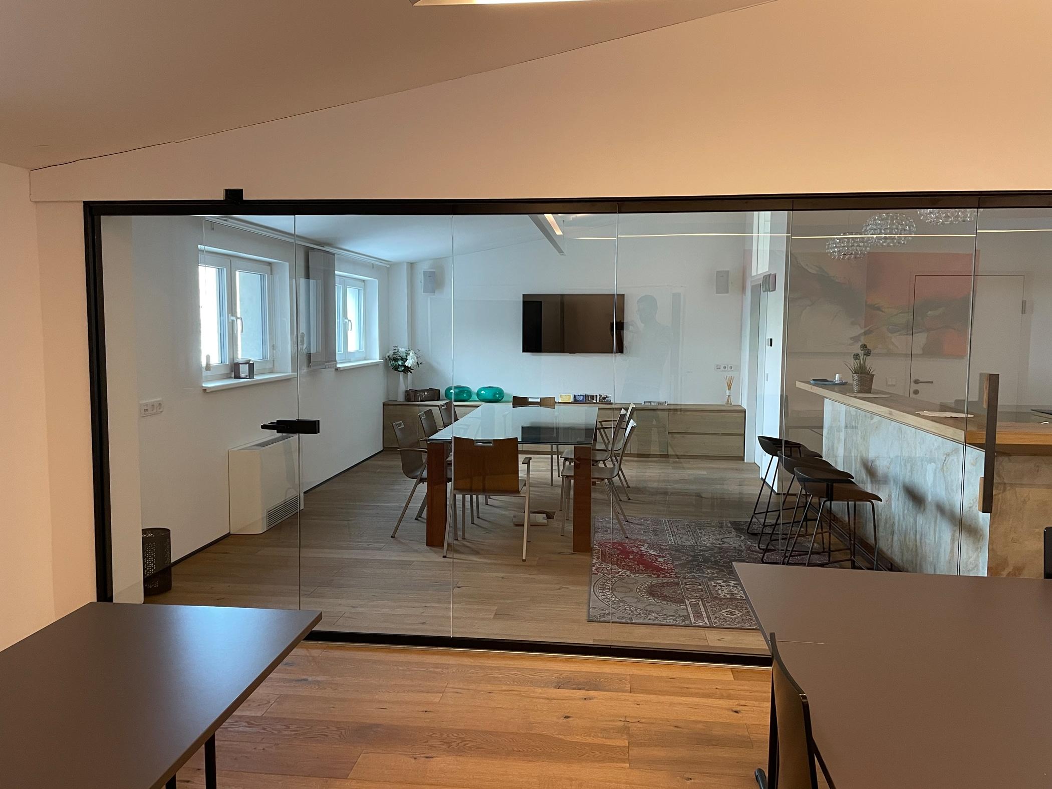 Faltwand und Falttüren aus Glas von Sunflex