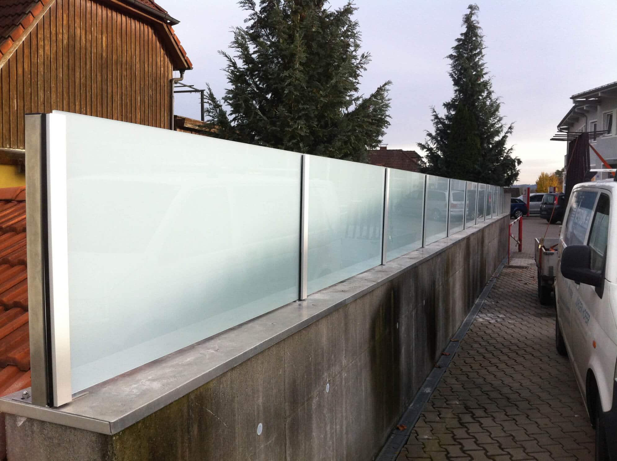 freistehender Windschutz Glas