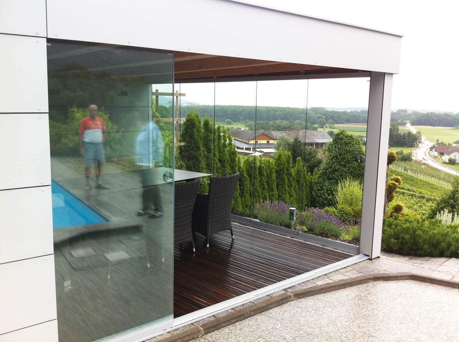 Ganzglas Schiebewand für den Außenbereich