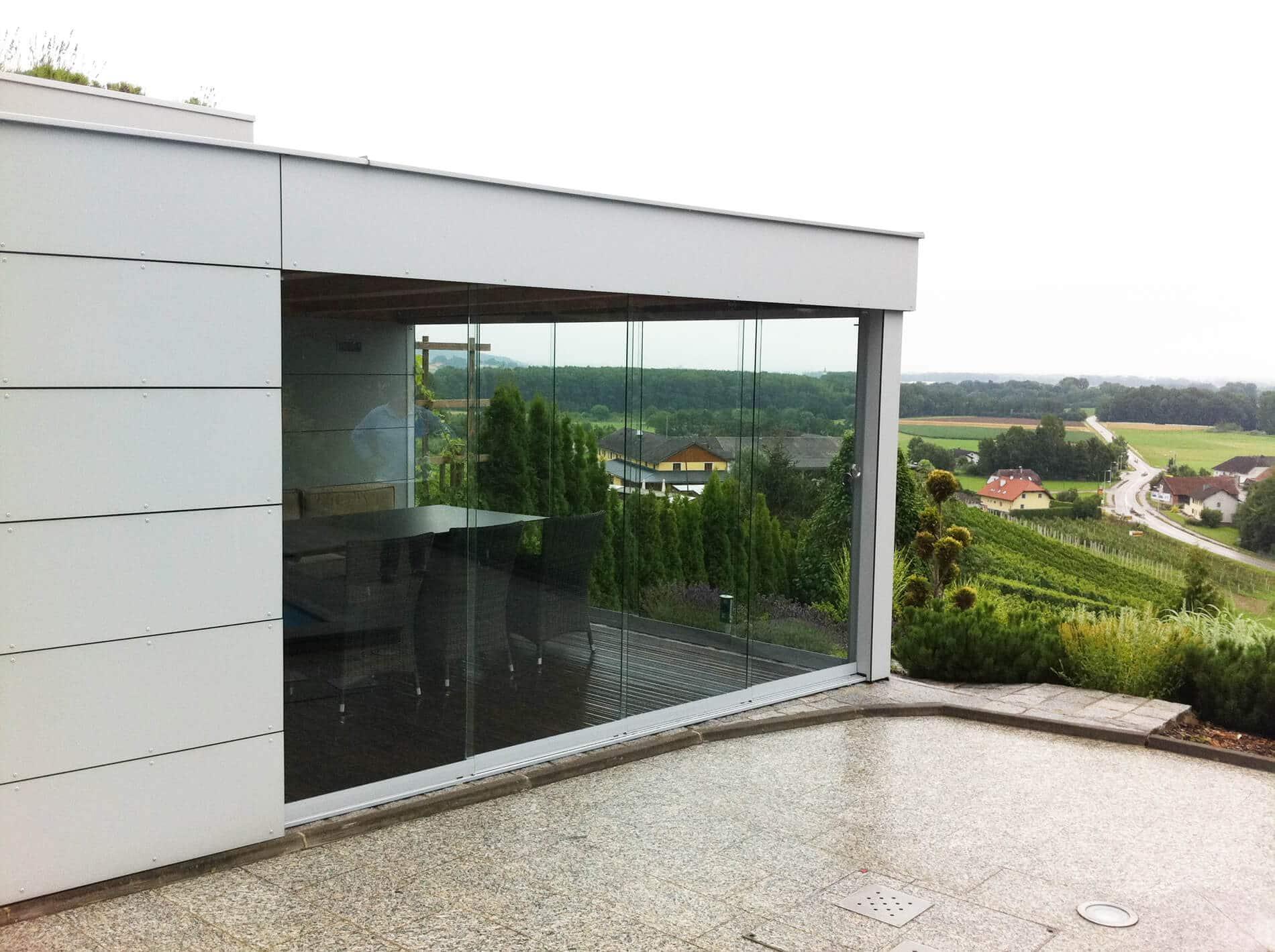 Ganzglas Schiebewand für Poolhaus