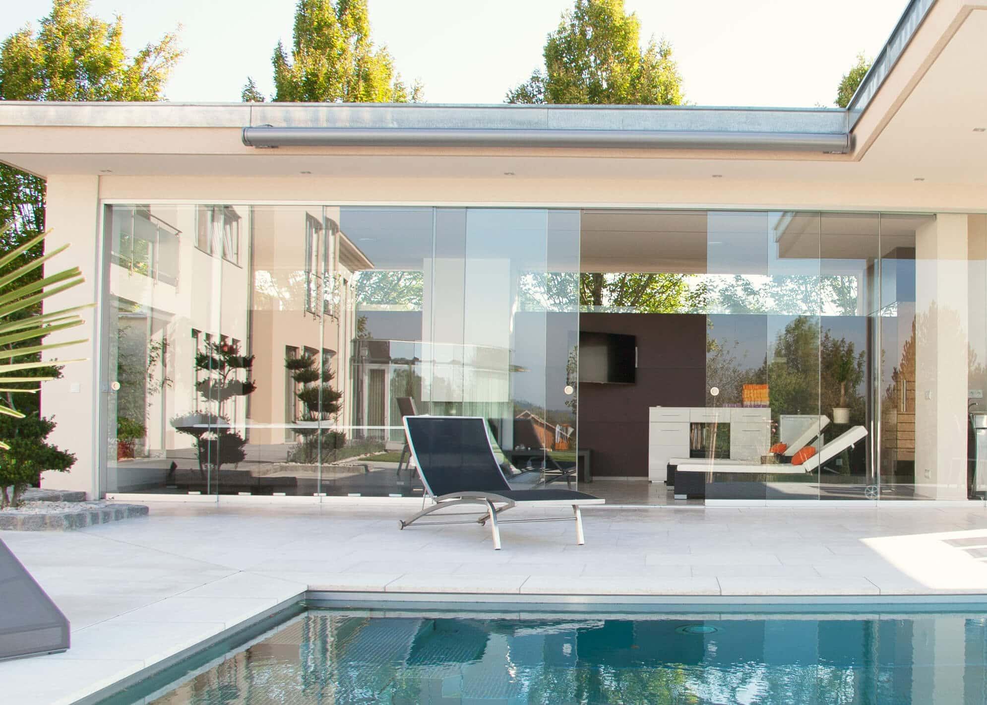 Gartenhaus modern mit Glasschiebewänden