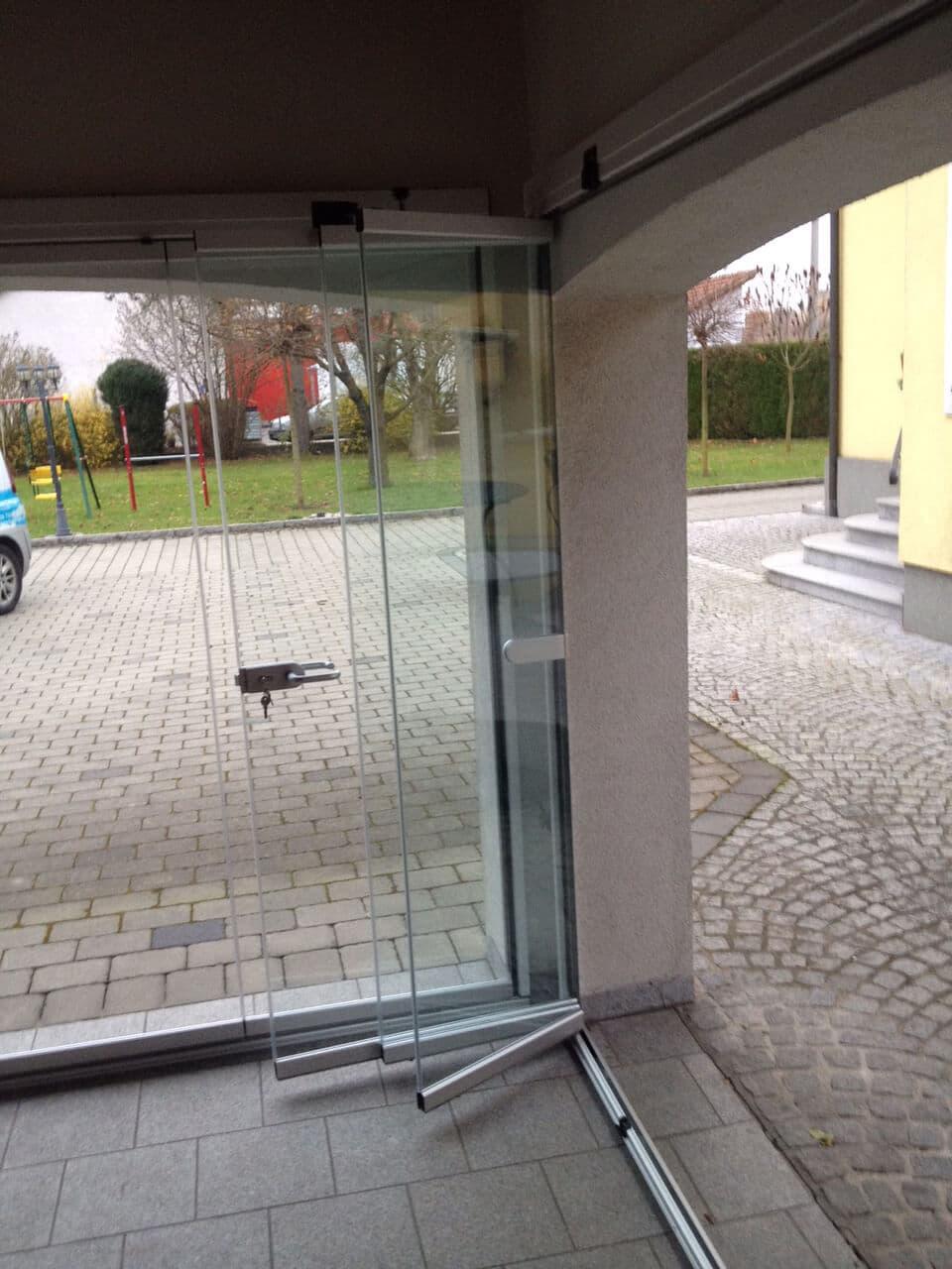 Glas-Schiebe-Drehtüren