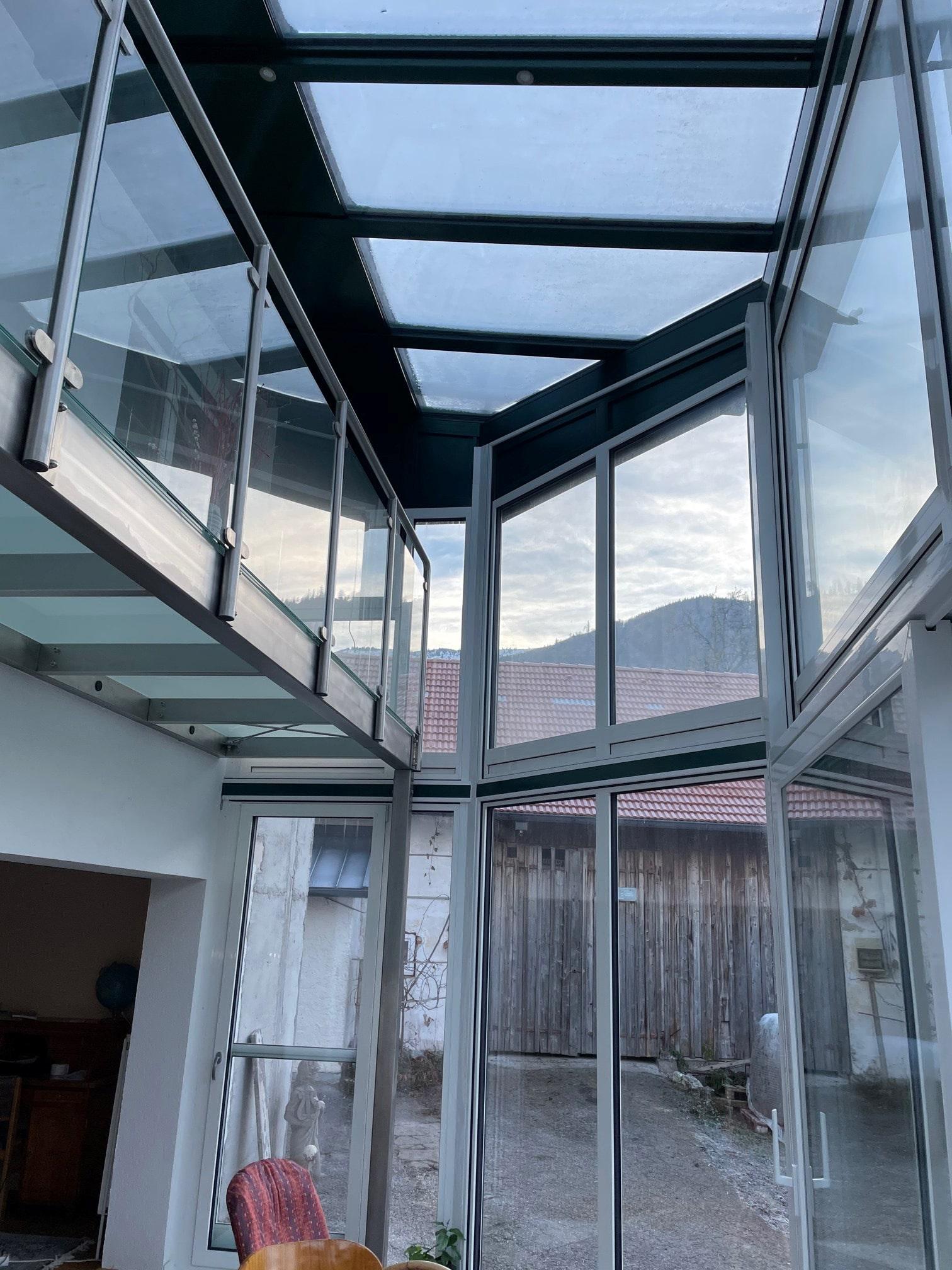 Glasanbau über zwei Etagen