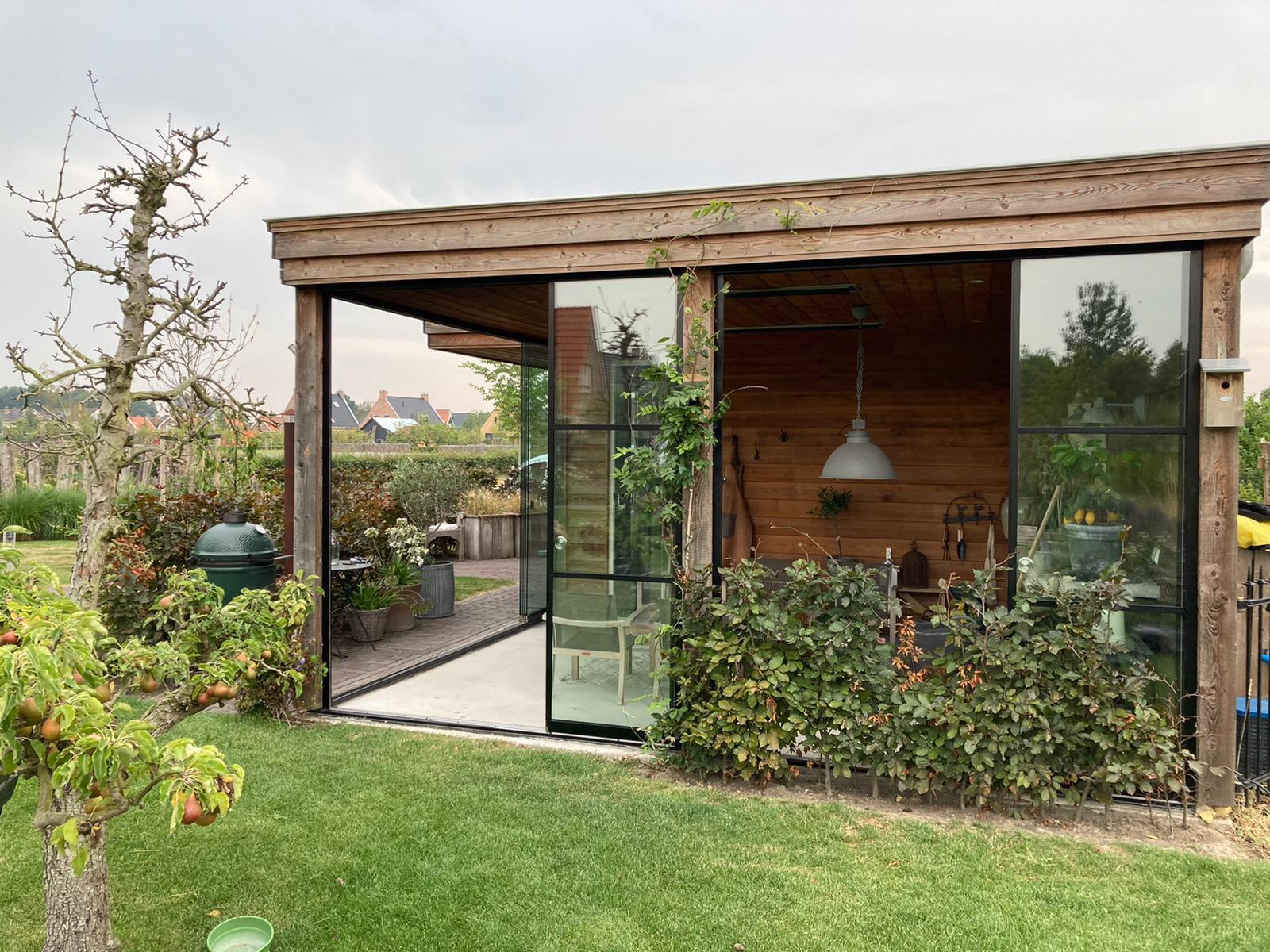 Glasfront zum Schieben für Gartenhütte