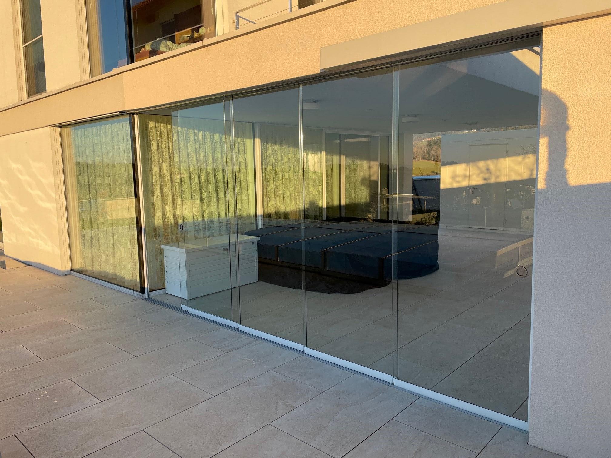 Glasschiebeanlage für Außenbereich als Windschutz