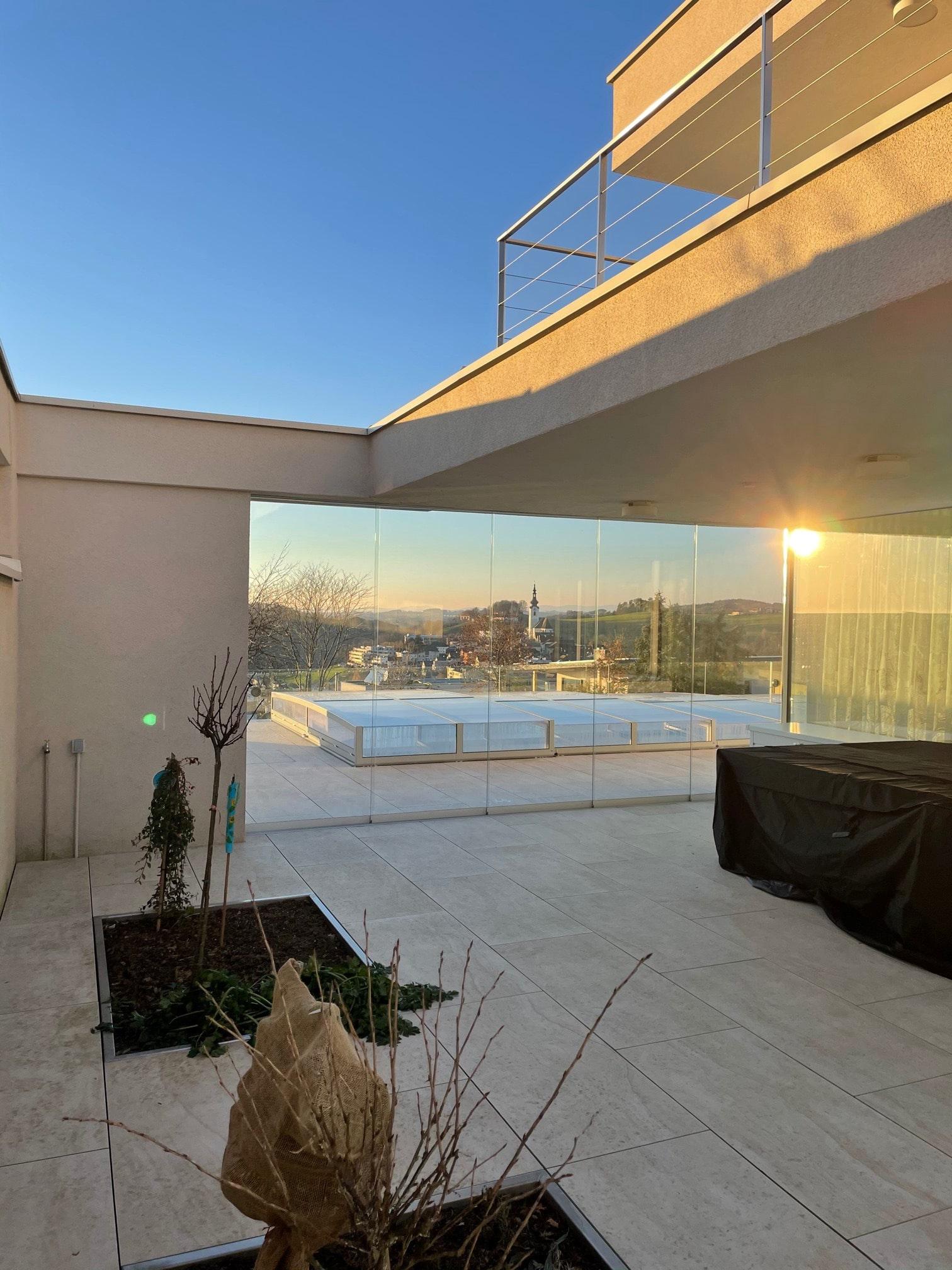 Glasschiebeelemente für überdachte Terrasse