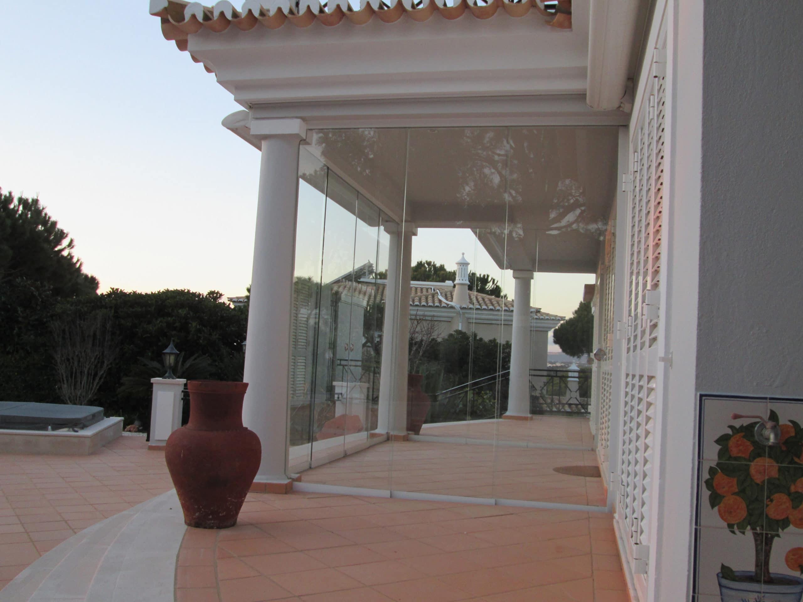 Glasschiebetür Terrasse Wetterschutz