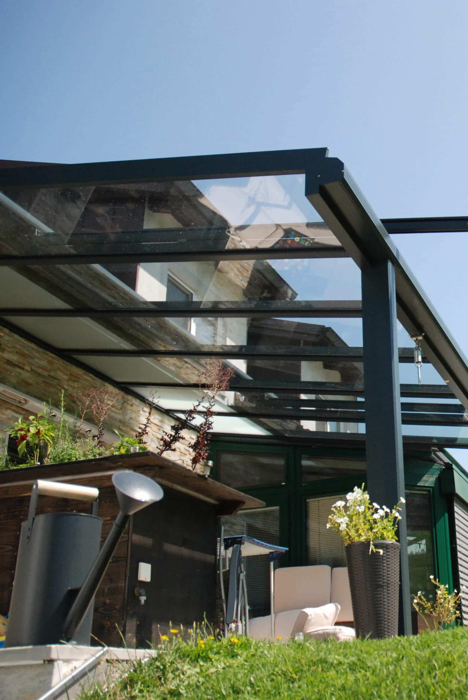 Glasüberdachte Terrasse anthrazitgrau