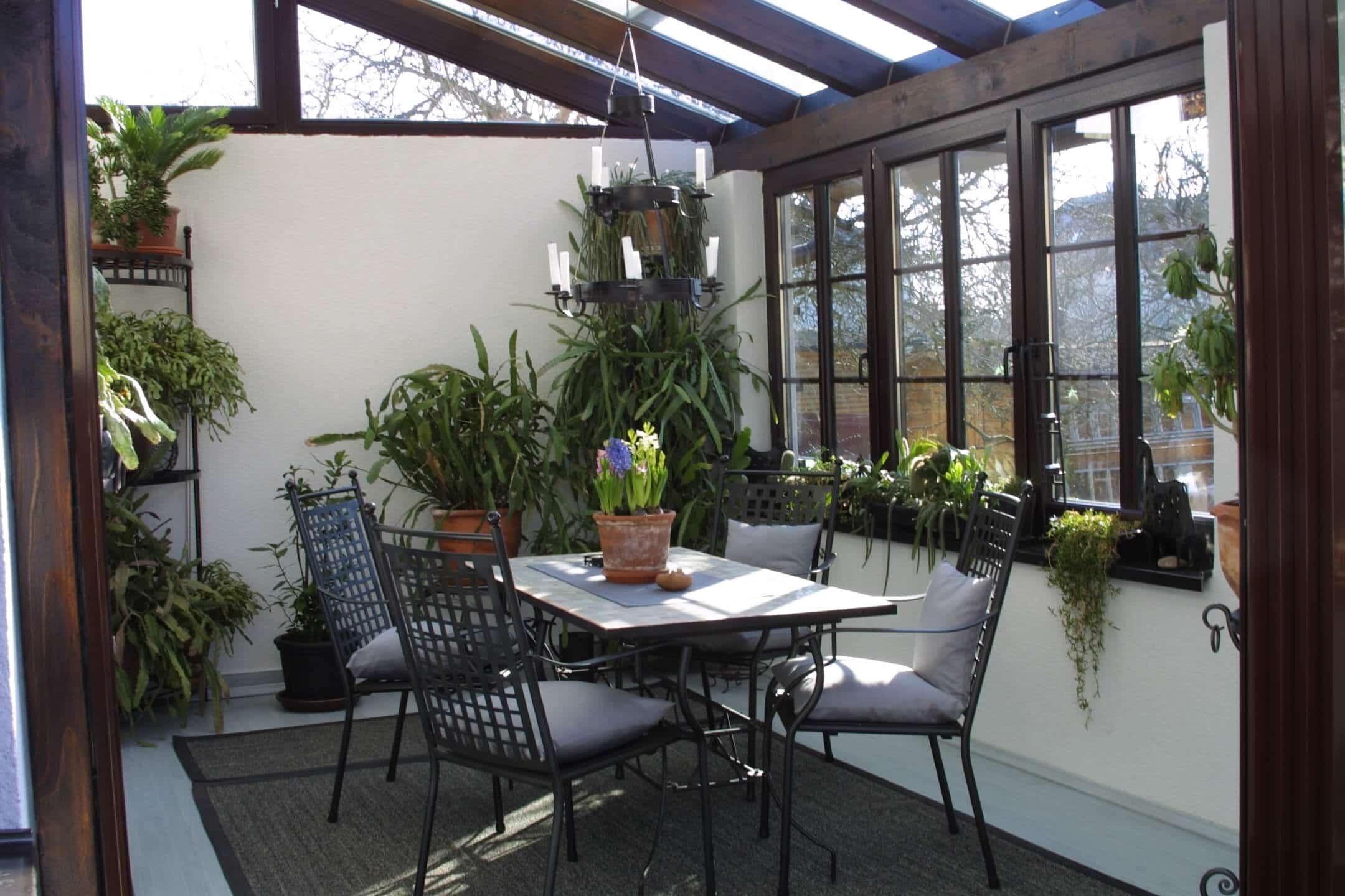 Glasüberdachung Terrasse braun