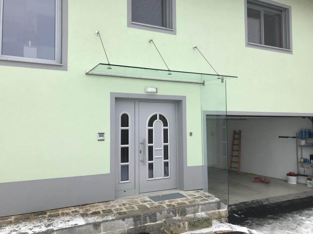 Glasvordach mit Seitenteil für Haustür Oberösterreich