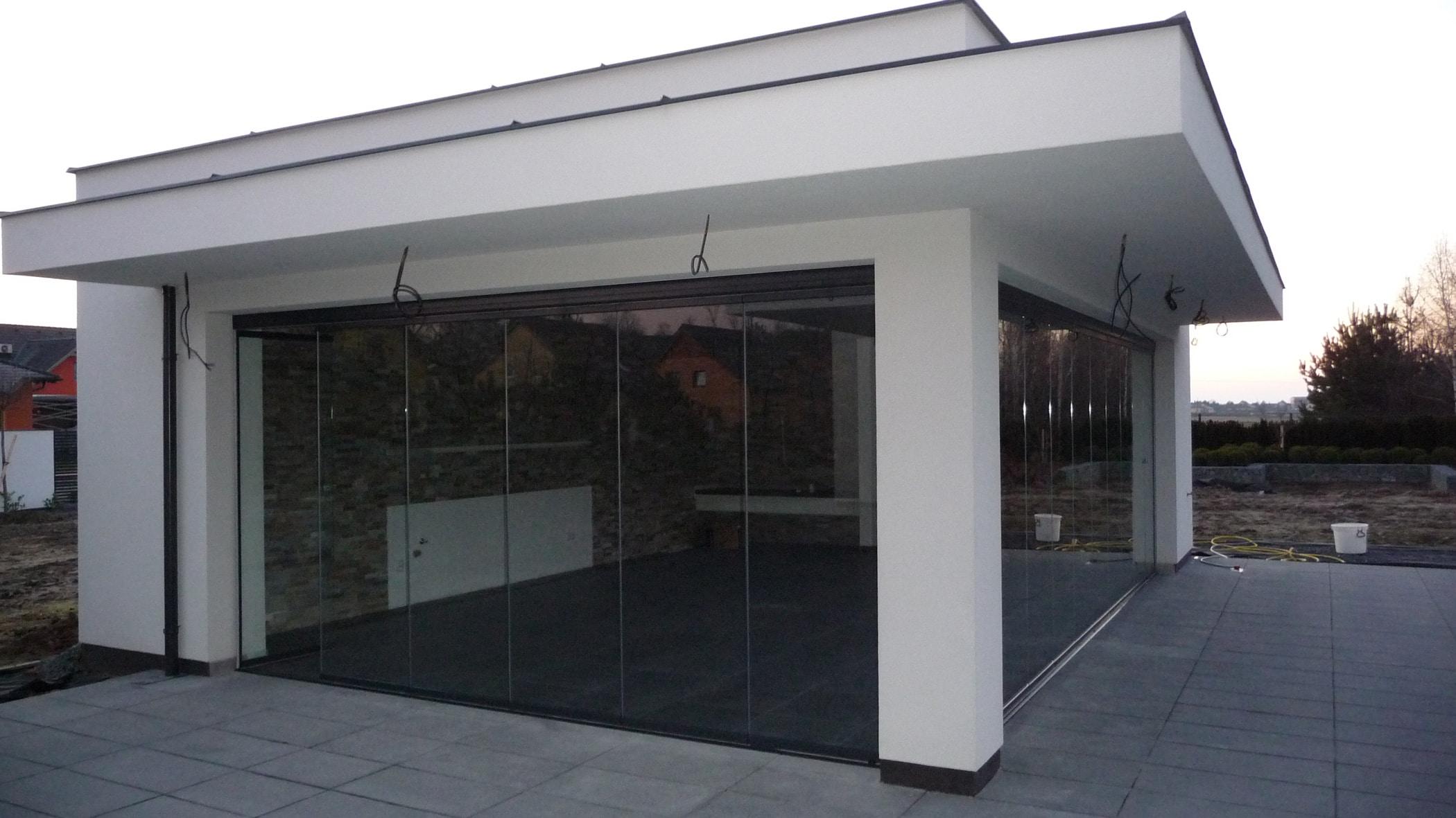 Großes Gartenhaus gemauert mit Schiebeverglasungen Sunflex