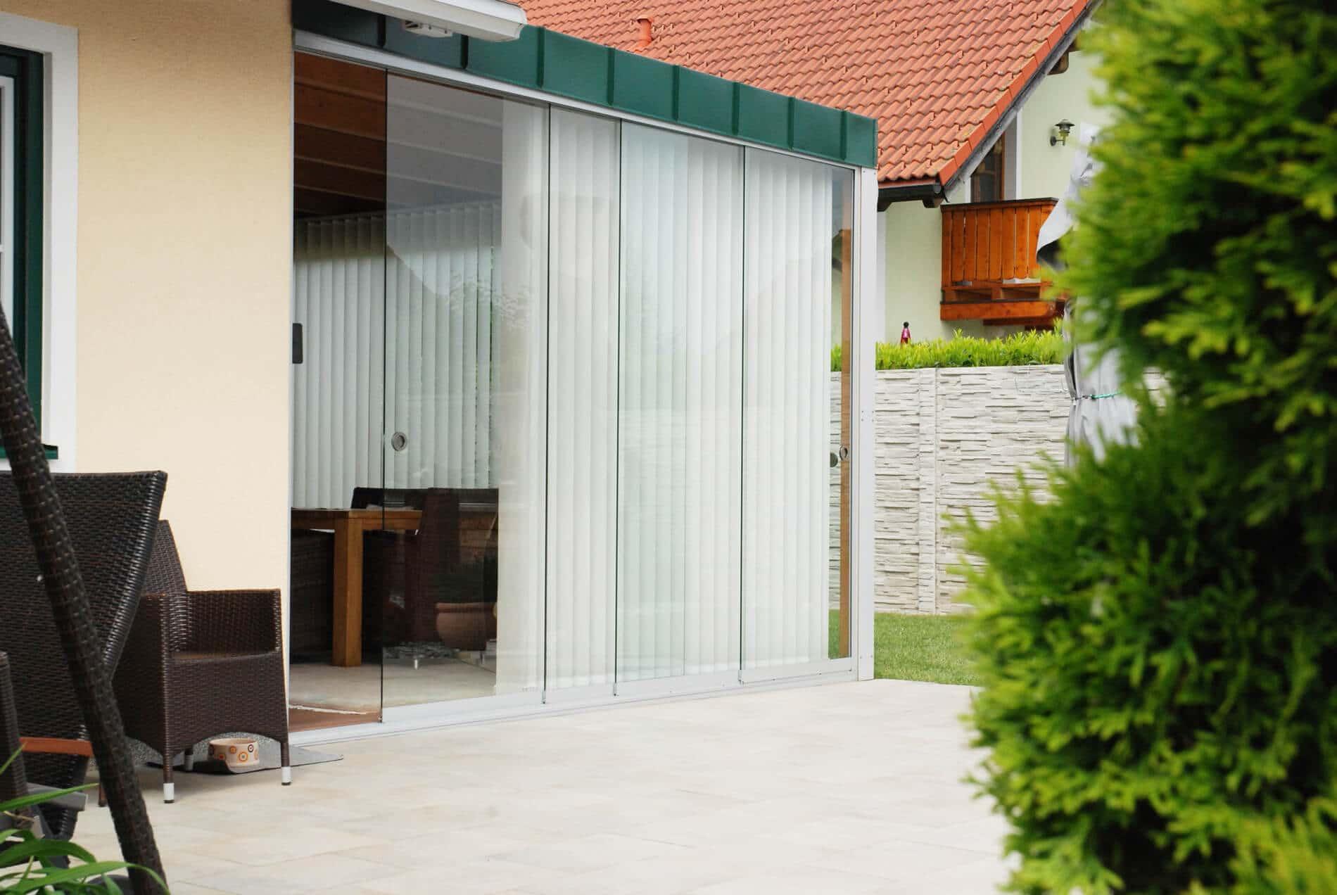 Holz-Alu-Wintergarten mit Glas-Schiebesystem