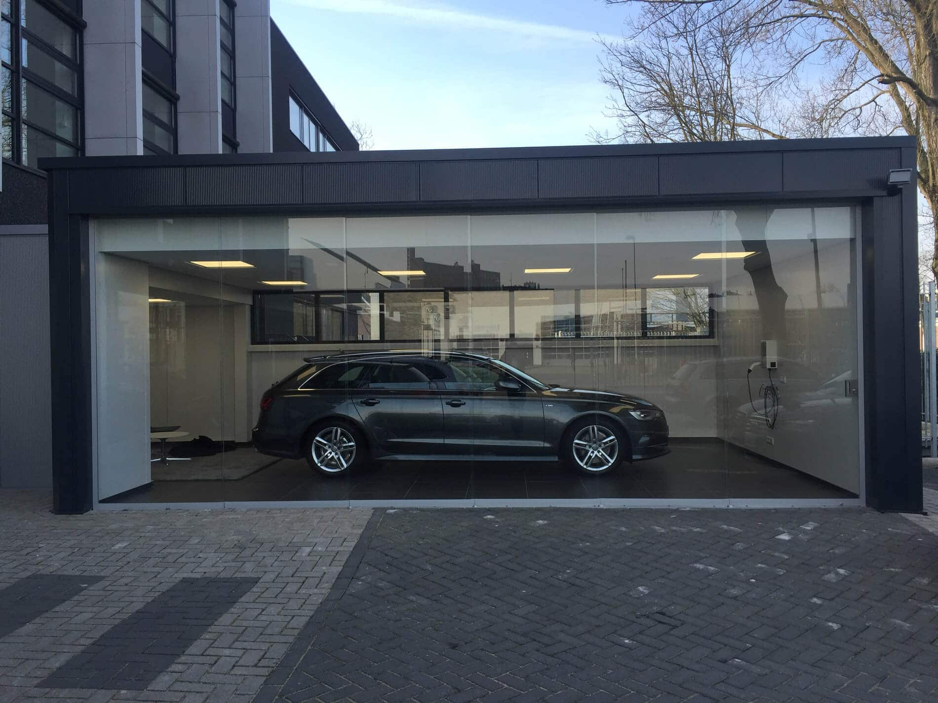 Moderne Garage Schiebewand aus Glas