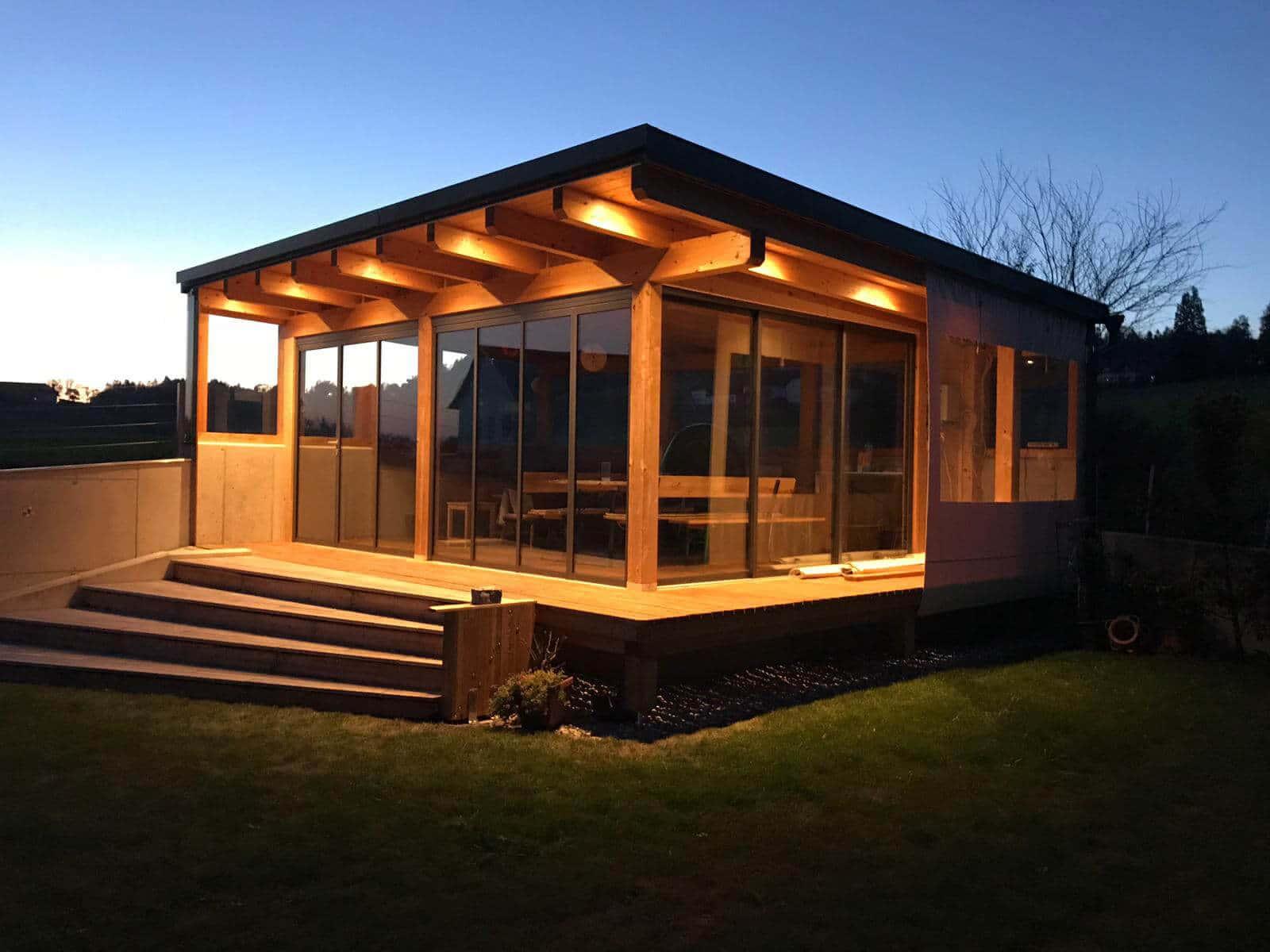 Moderne Gartenhäuser mit Faltwand Systemen
