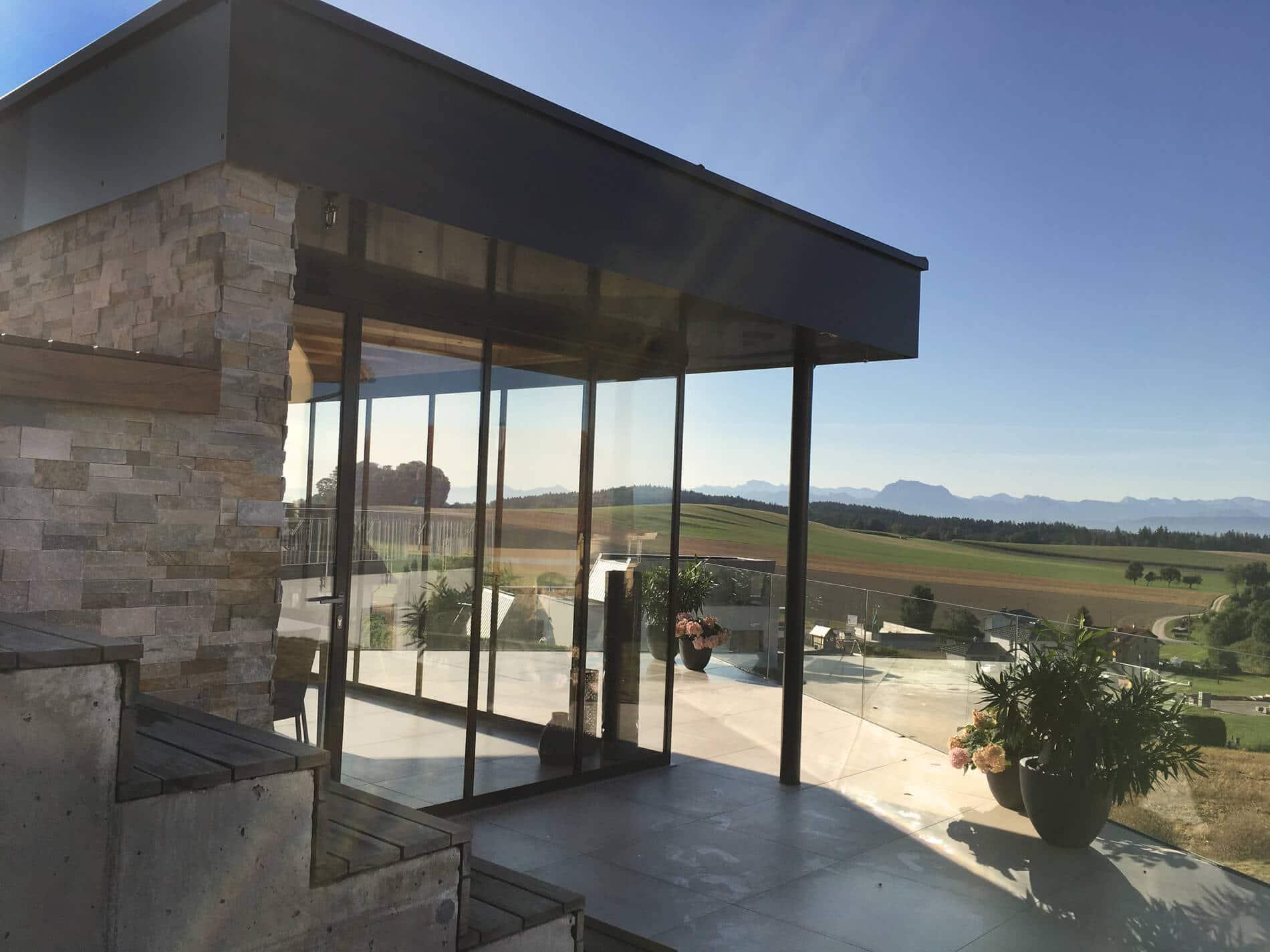 Moderne Poolhäuser mit Glas