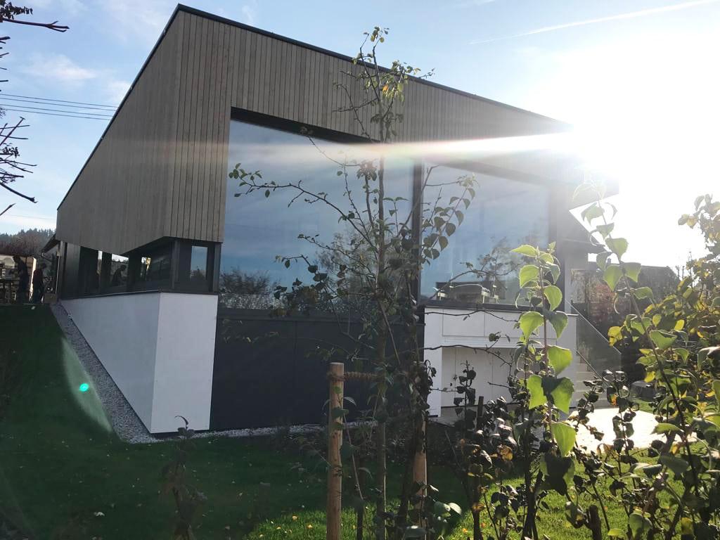 Moderner Anbau an Einfamilienhaus - Fensterelemente von Schmidinger