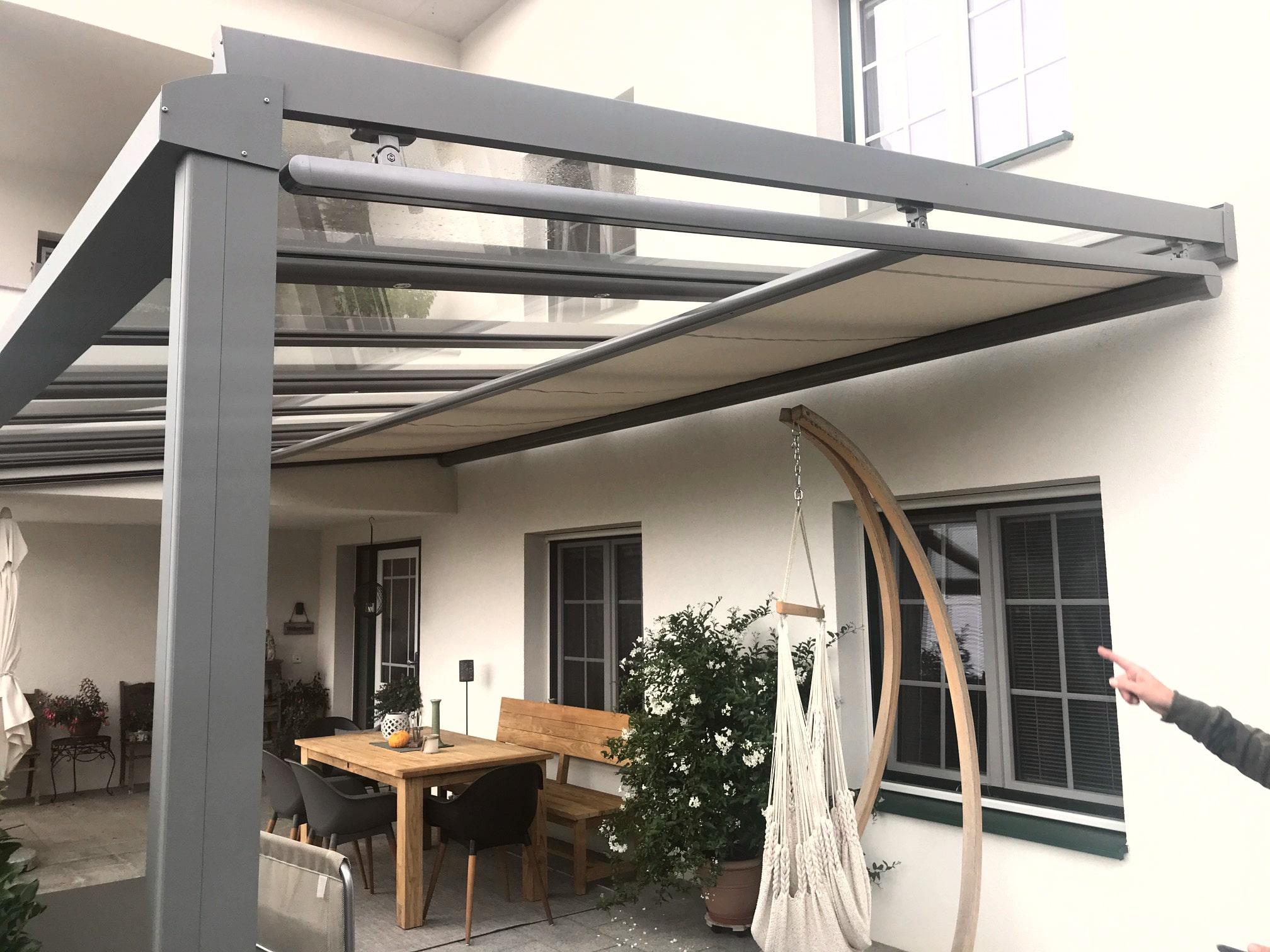 Modernes Glasdach Terrasse mit Unterglas-Markise