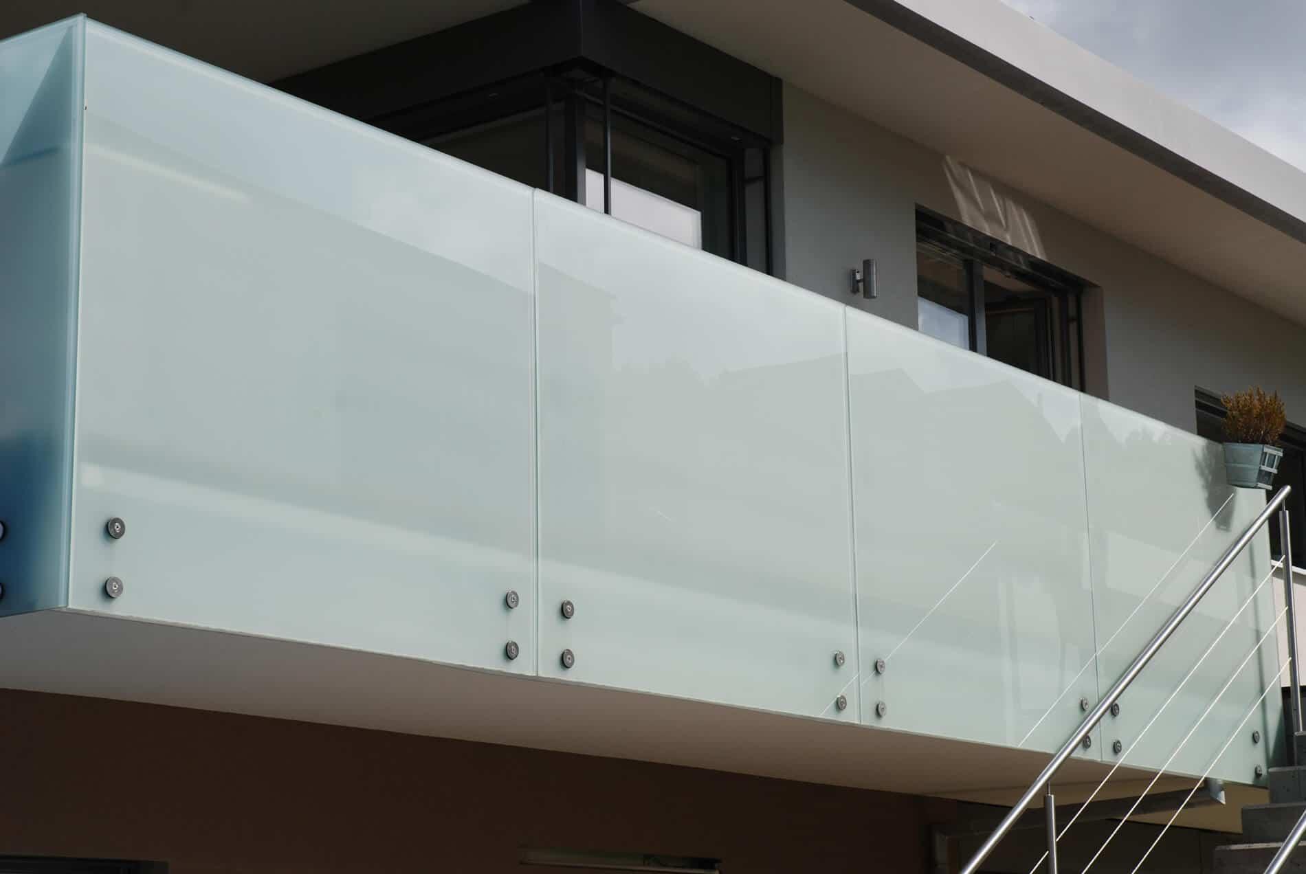 Optimaler Sichtschutz Glasgeländer