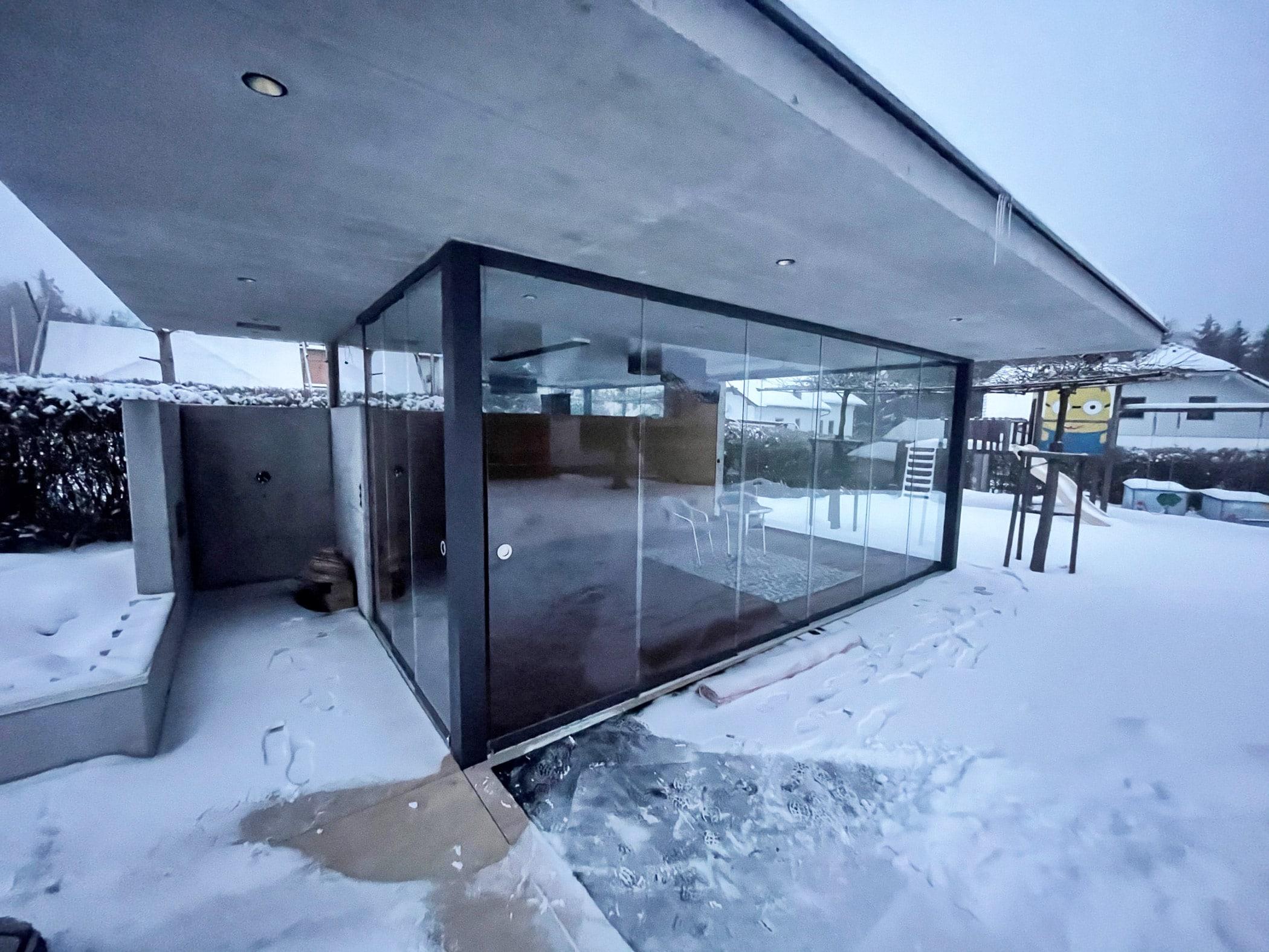 Poolhaus freistehend mit Glasschiebetüren von Schmidinger
