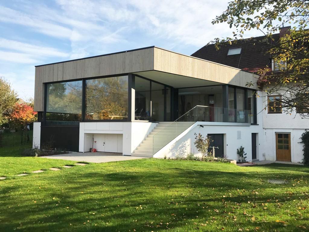 Poolhaus mit großen Aluminium Verglasungen