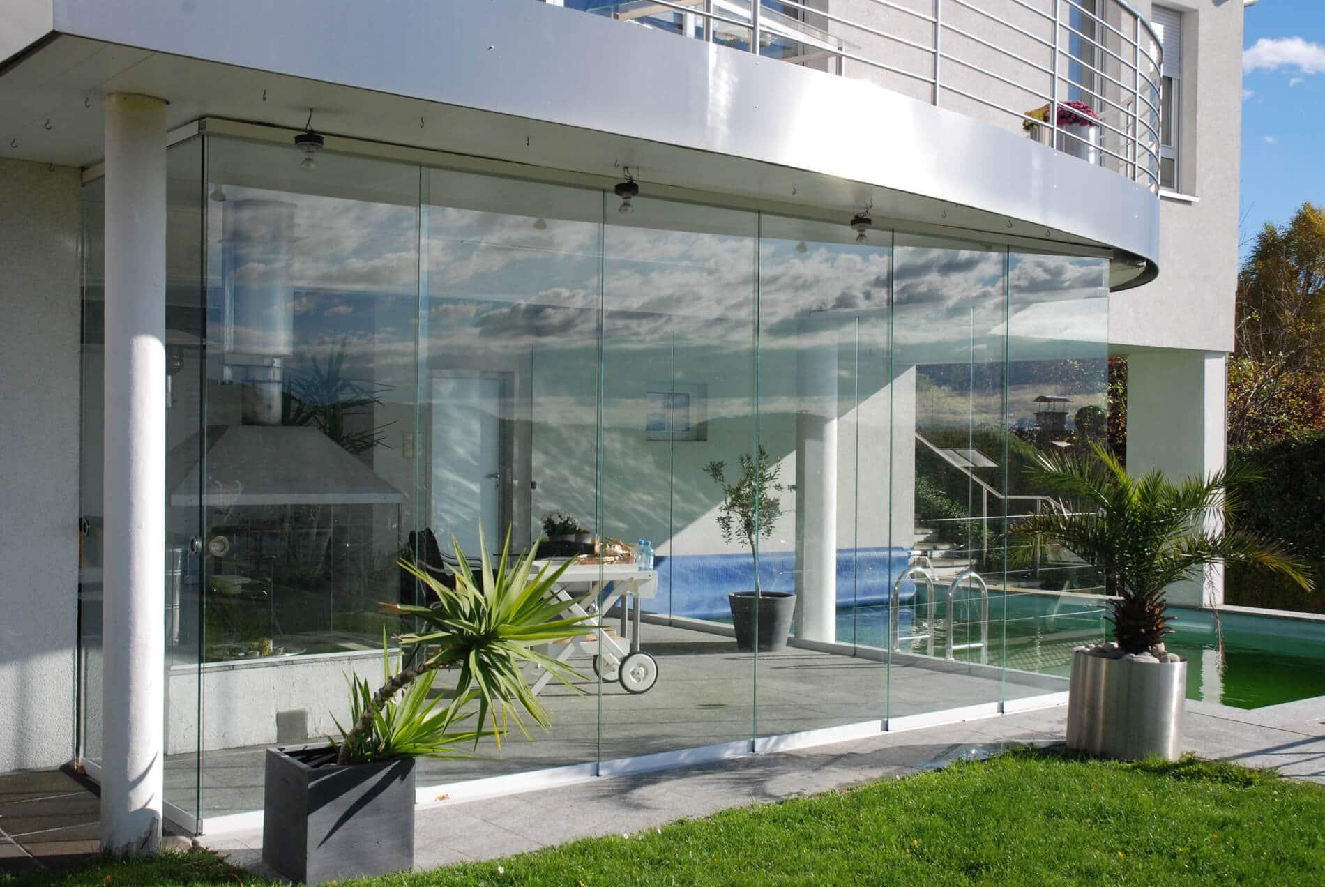 Poolhaus modern mit Glastüren