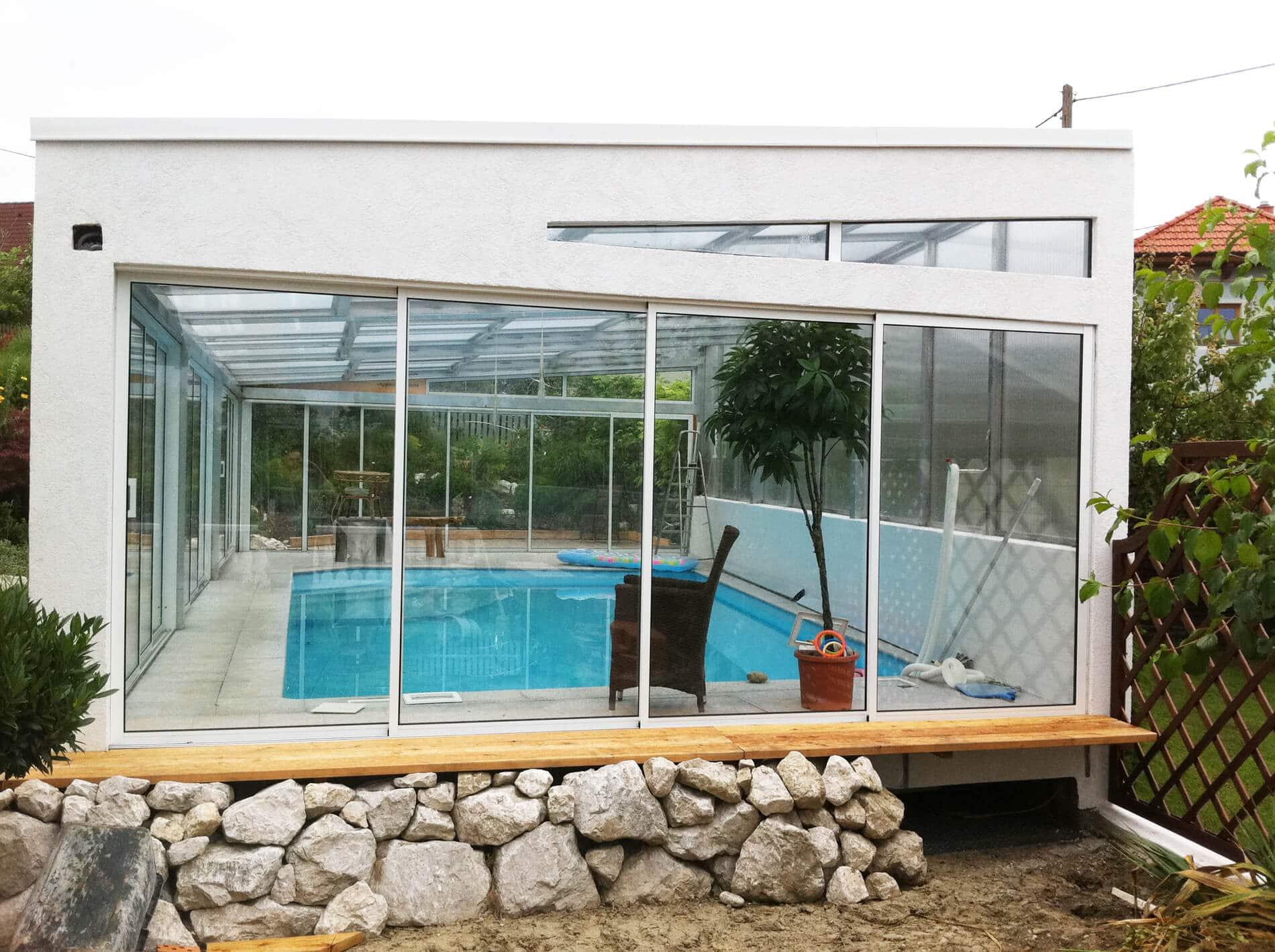 Poolverglasung mit Glasüberdachung