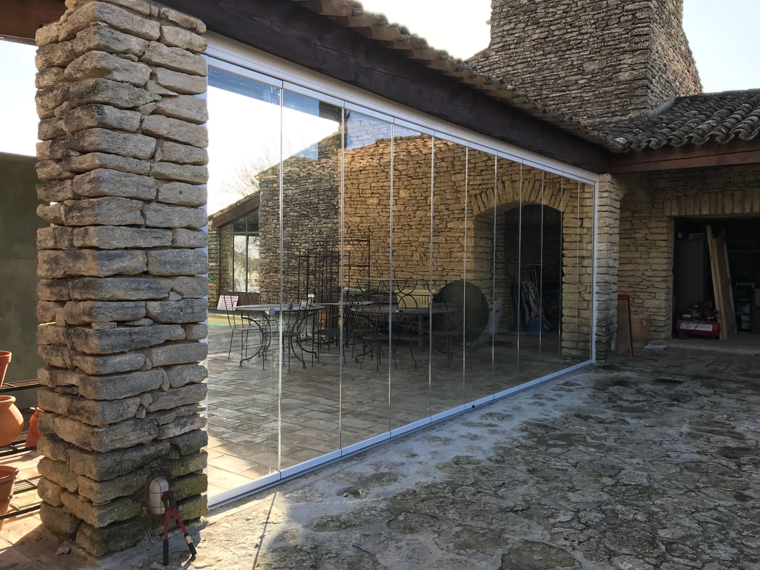 Rahmenlose Balkon und Terrassenverglasung