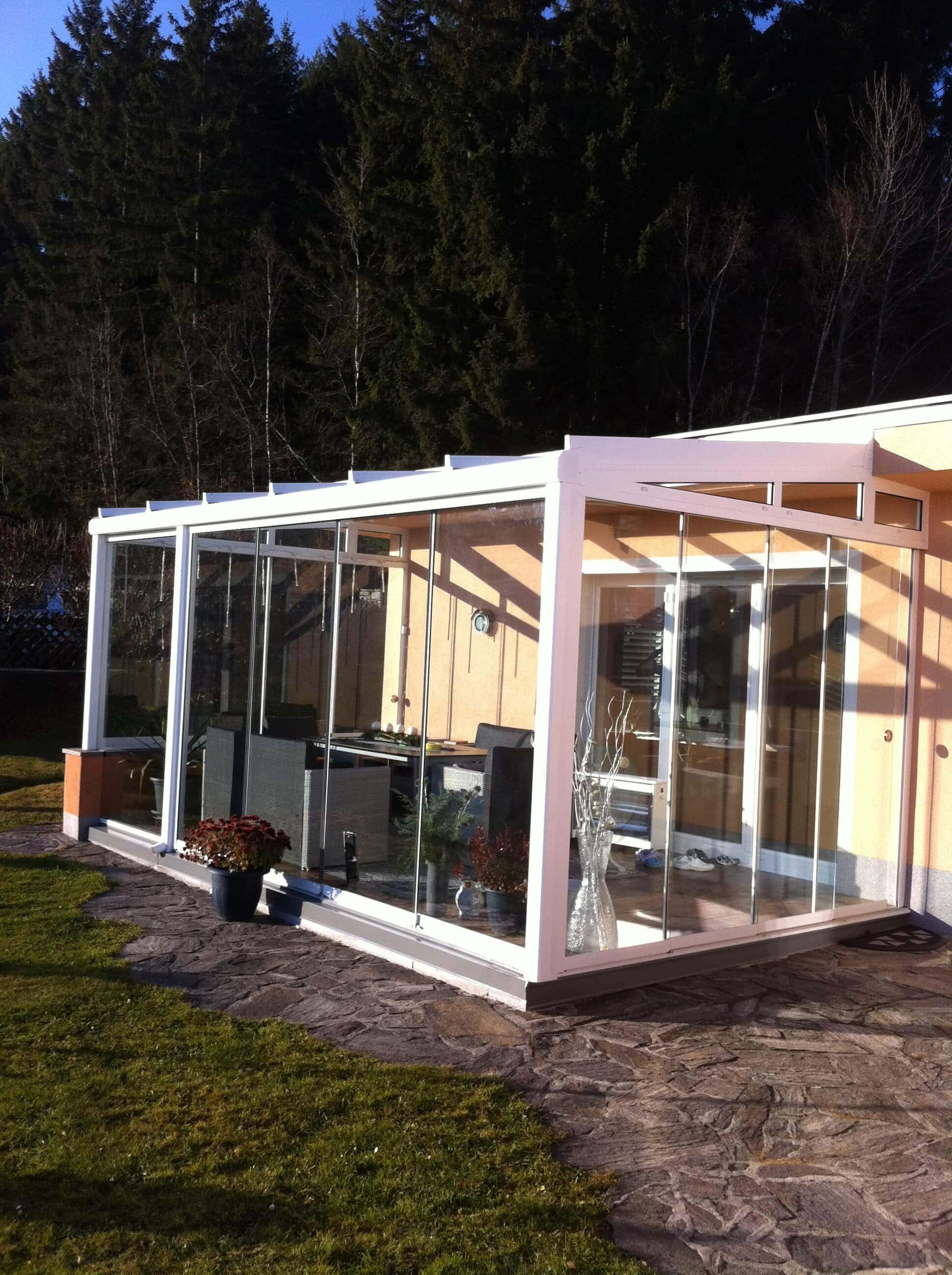 Rahmenlose Schiebeverglasung für Sommergarten