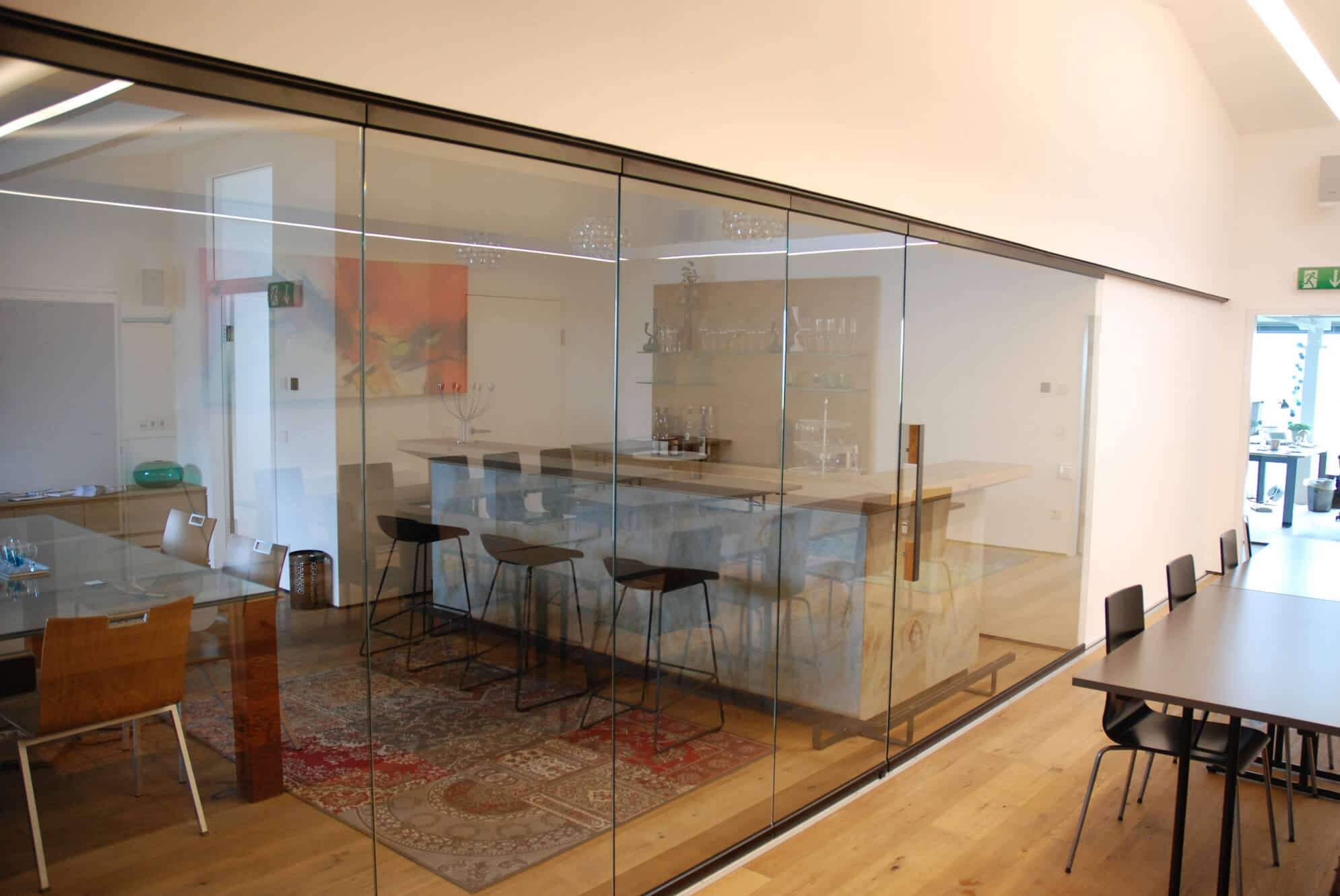 Raumteiler Glaswand