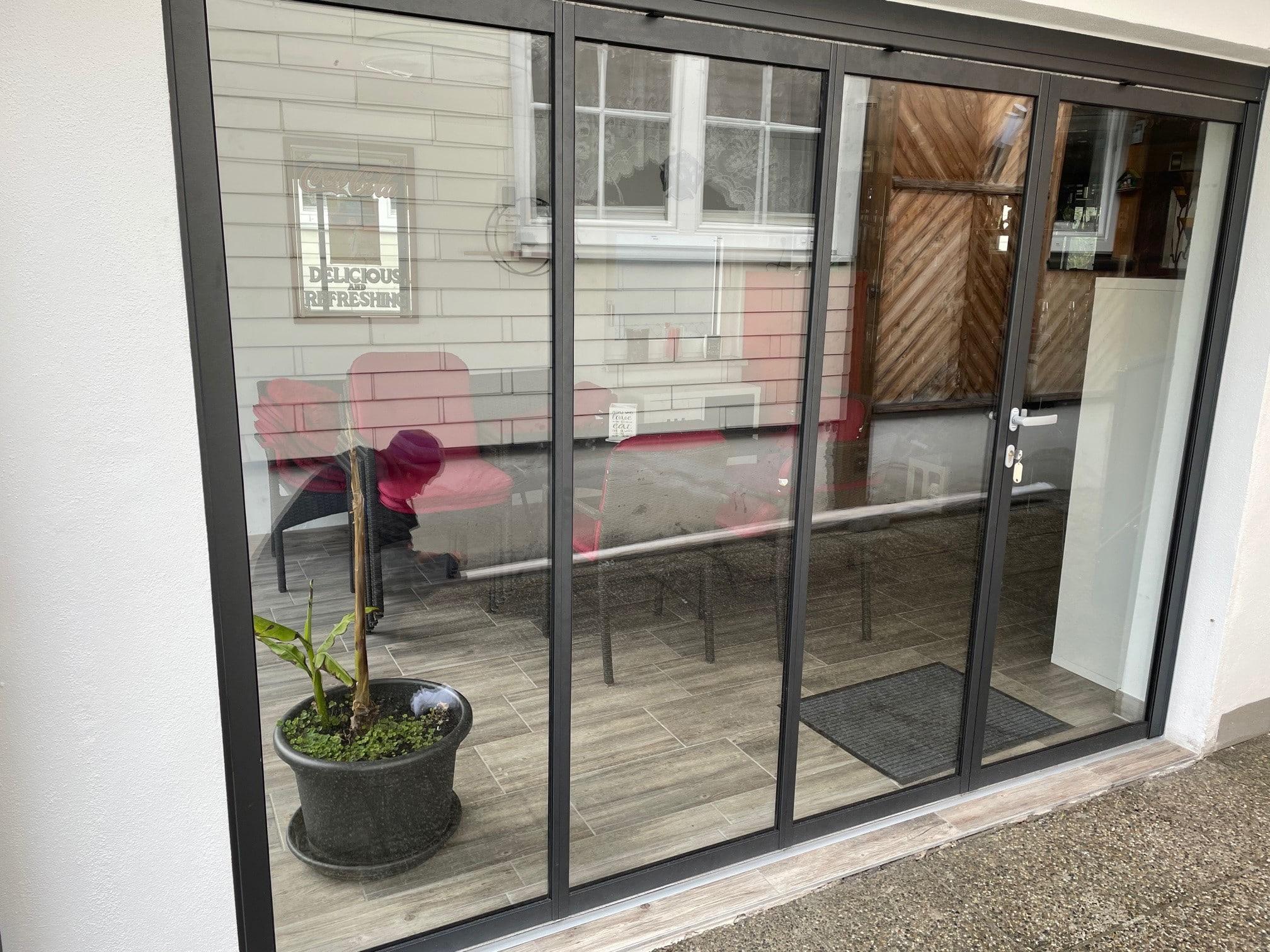 Schiebe Dreh System Glas und Rahmen