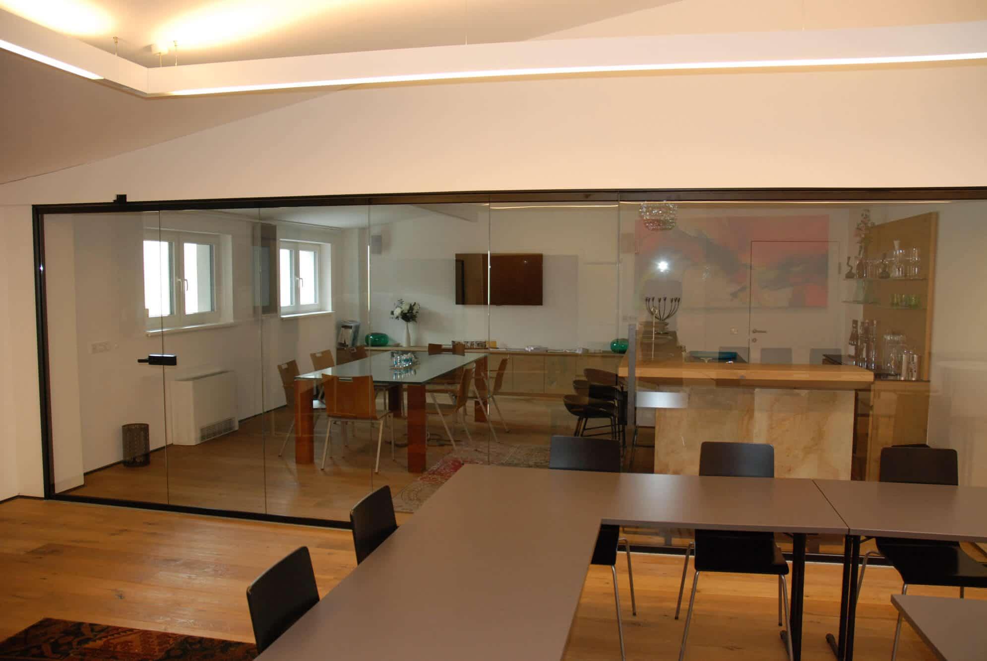 Schiebe-Dreh-System SF25 als Raumteiler aus Glas