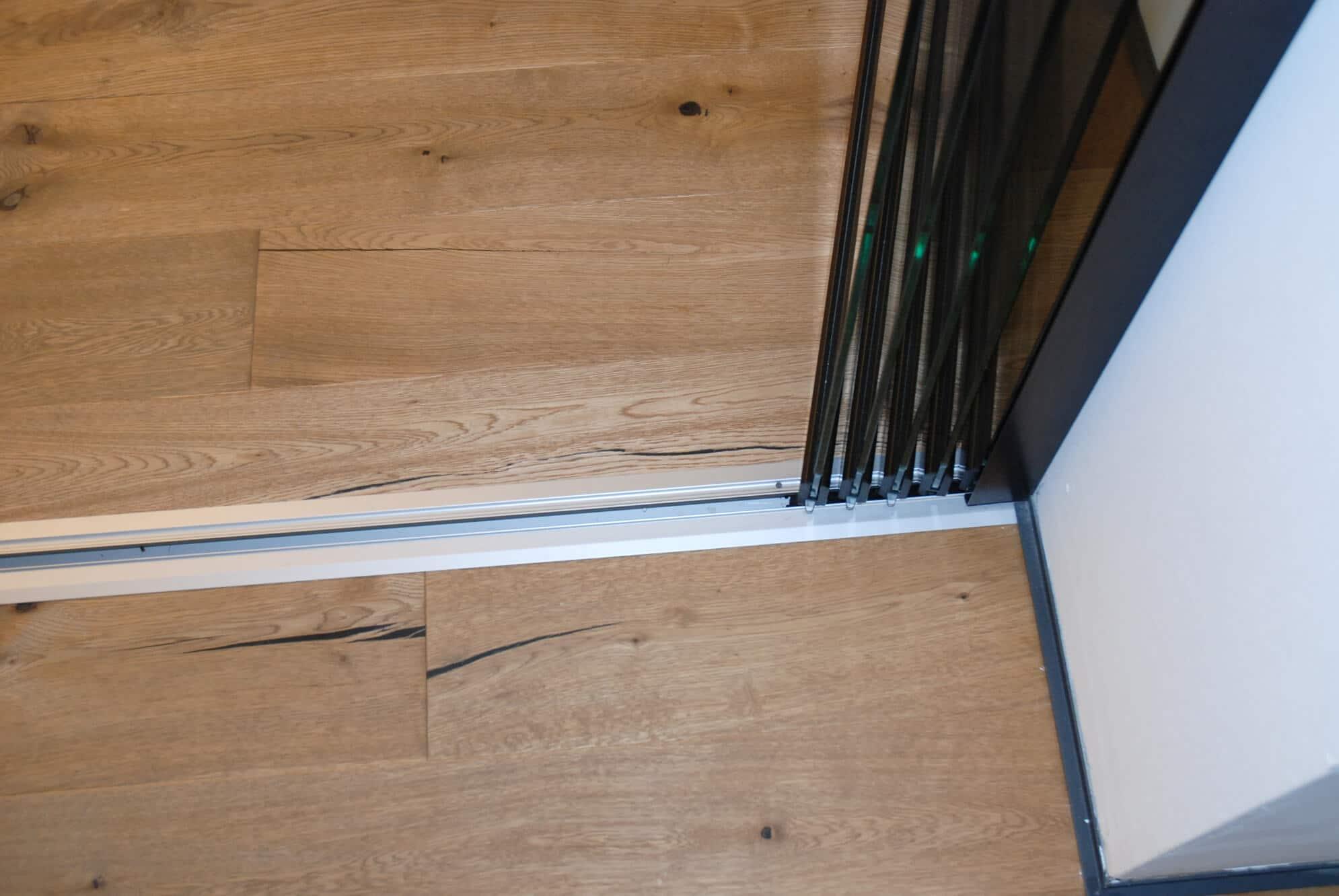 Schiebe-Dreh-Verglasung Flügel bei Öffnung