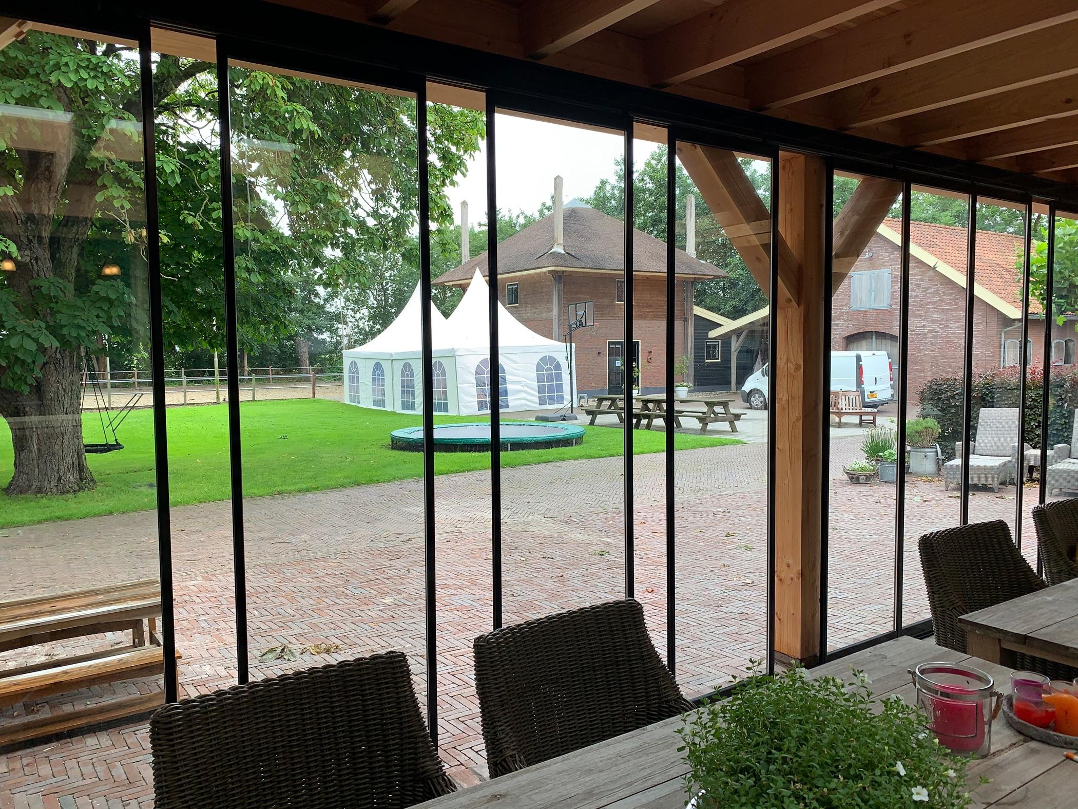 Schiebe Dreh Wände - Optimaler Schutz an regnerischen Tagen
