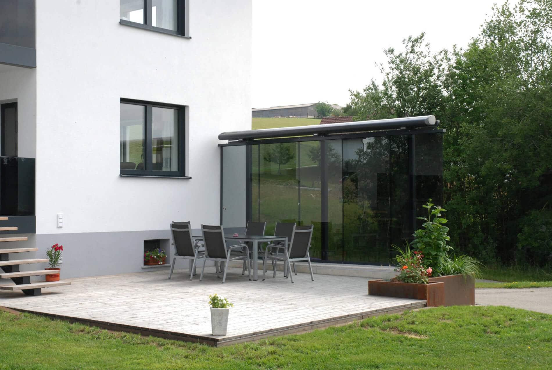 Schiebeelemente als Windschutz für Terrassen