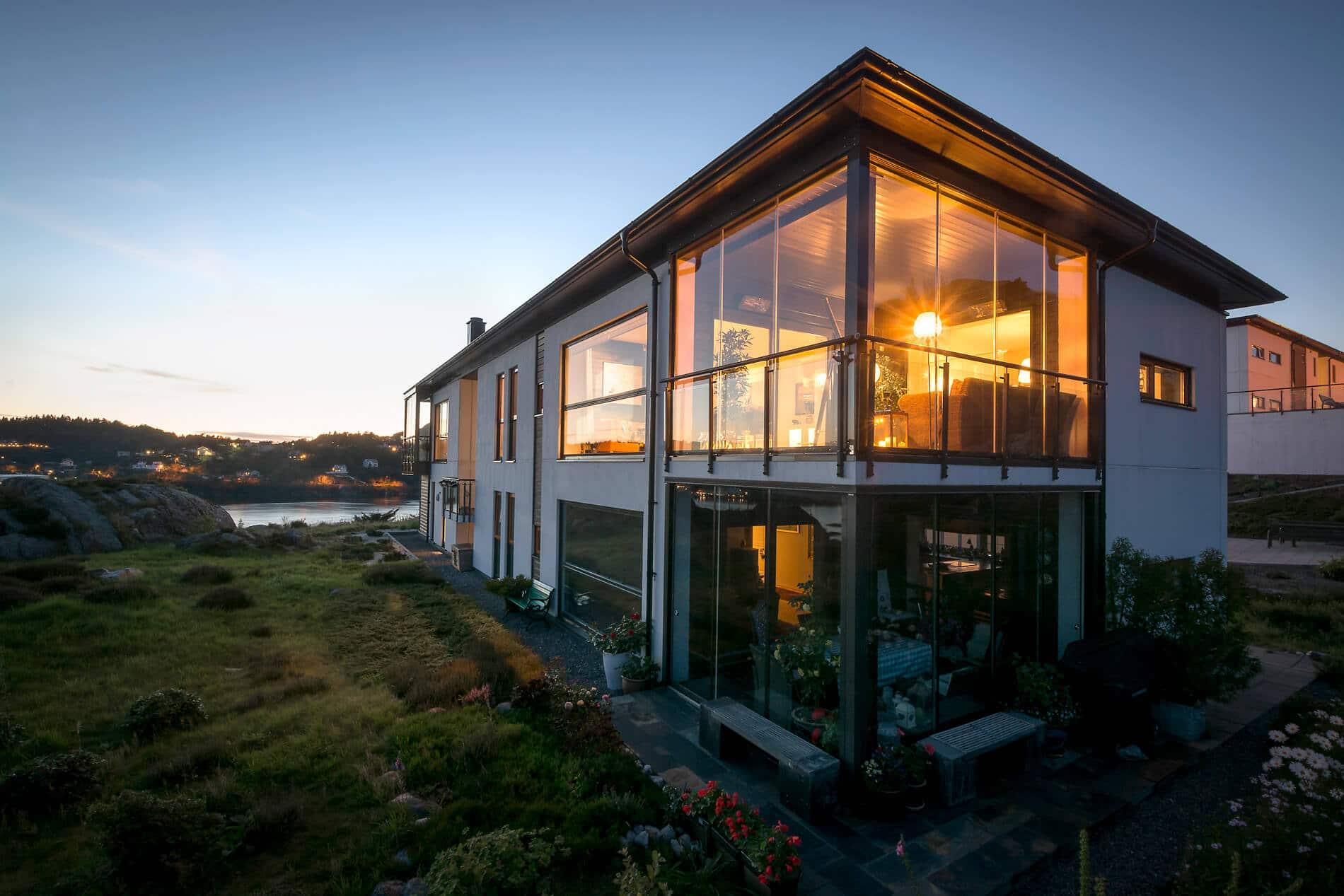 Schiebesysteme Balkonverbau aus Glas