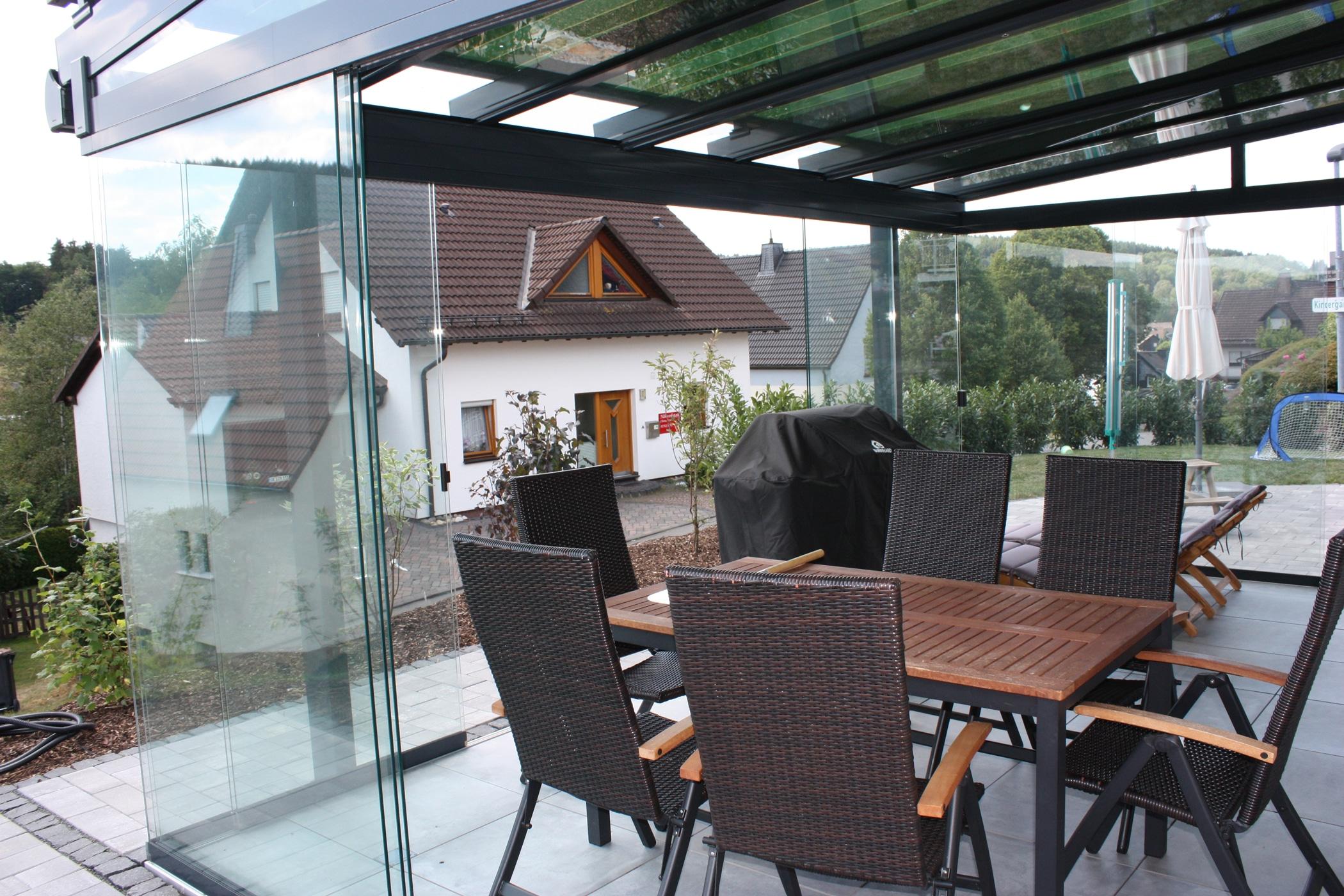Schiebetür aus Glas für Sommergarten
