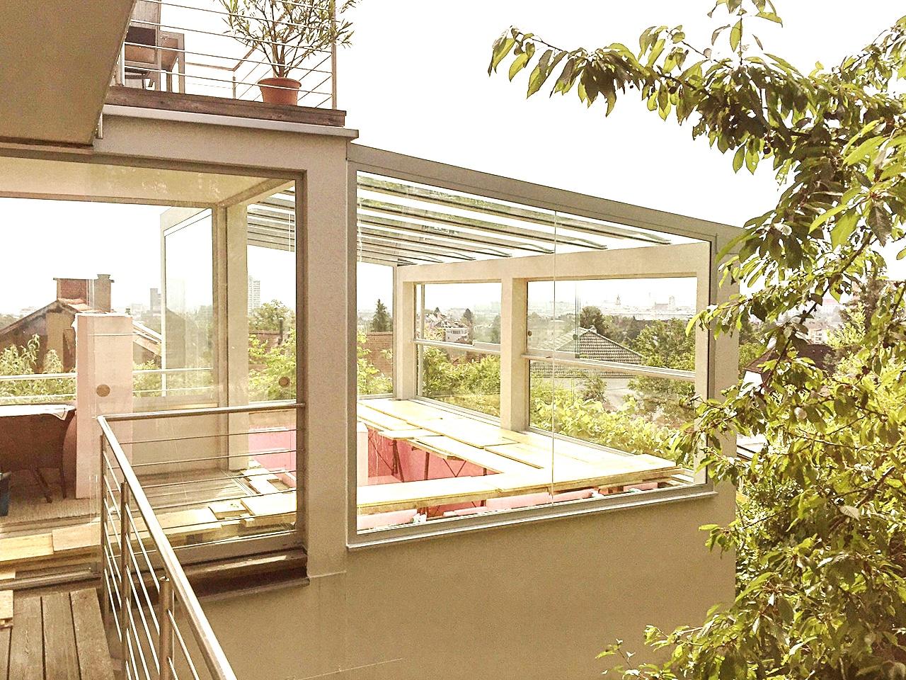 terrassen berdachung mit seitlichem sichtschutz mehr privatsph re. Black Bedroom Furniture Sets. Home Design Ideas