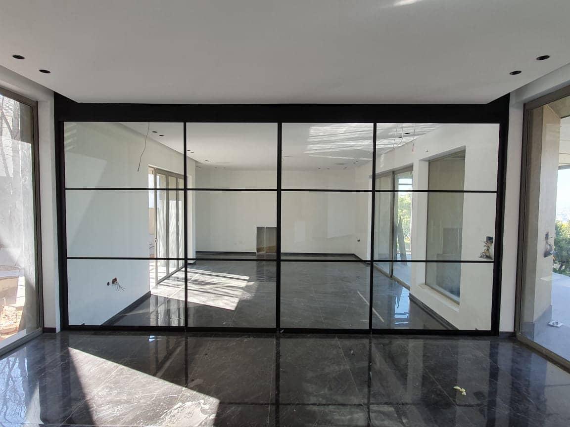 Schiebewand mit schwarzem Rahmen - Loft Style
